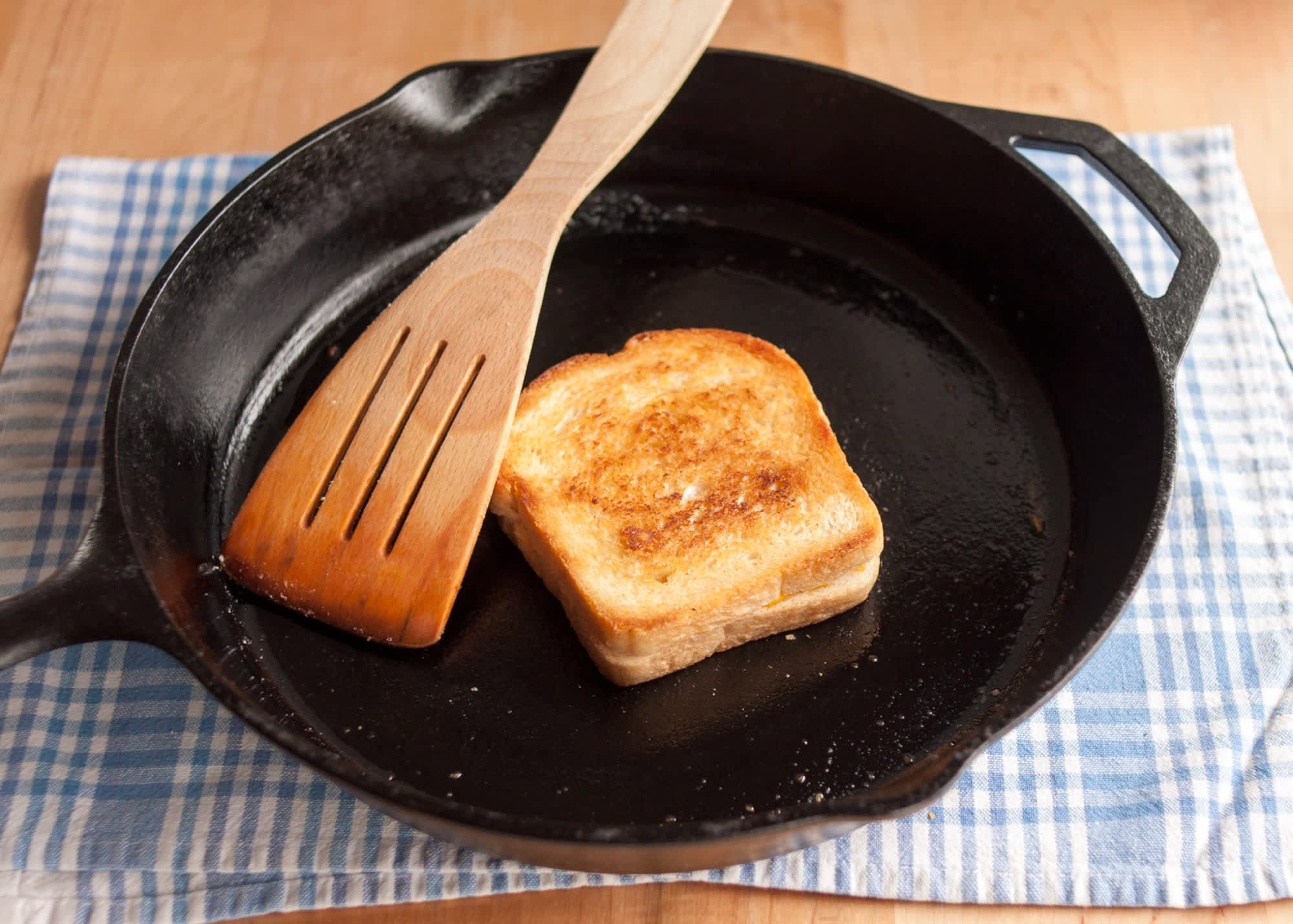 How To Make a Grilled Cheese Sandwich: gallery image 12