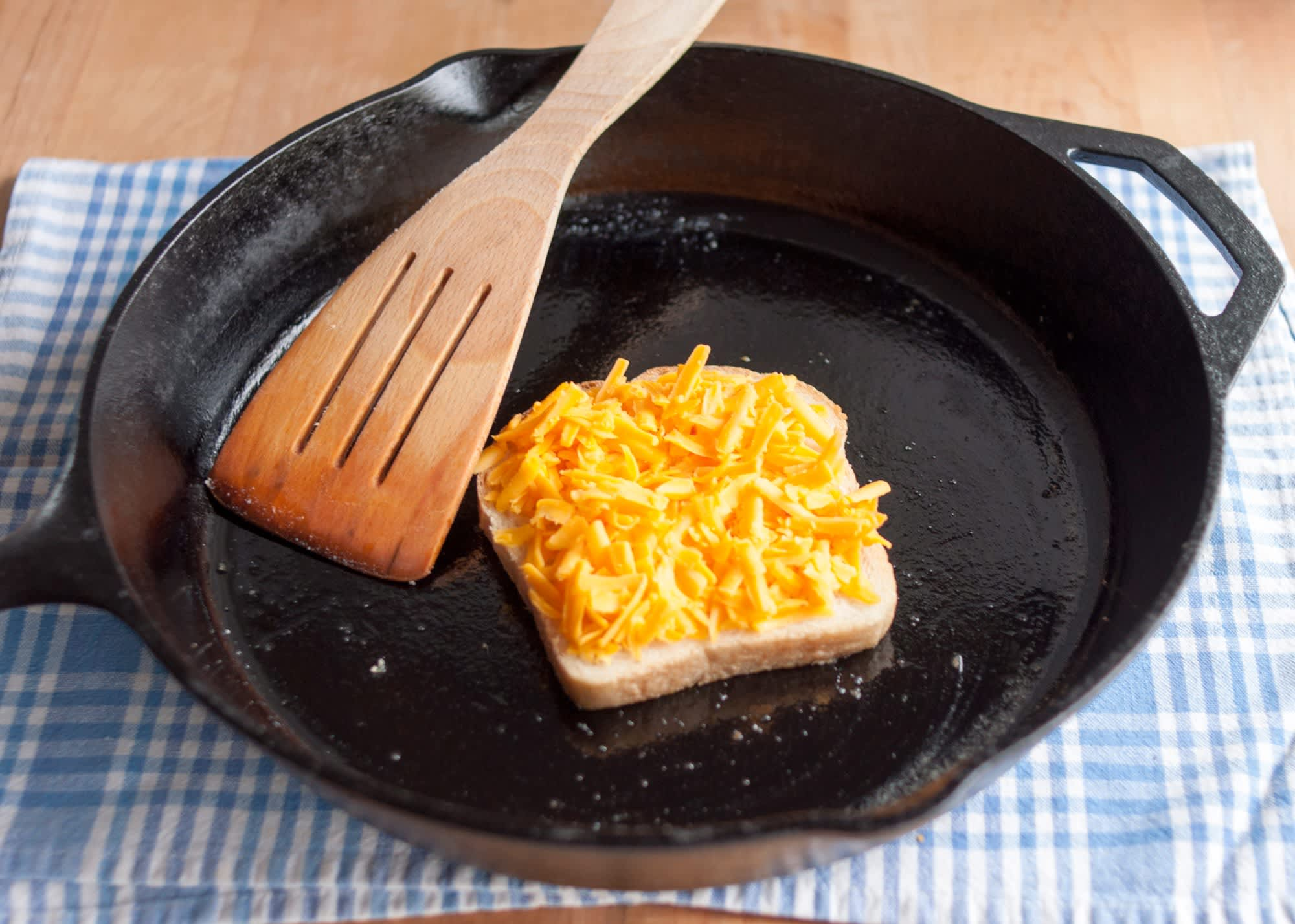 How To Make a Grilled Cheese Sandwich: gallery image 8