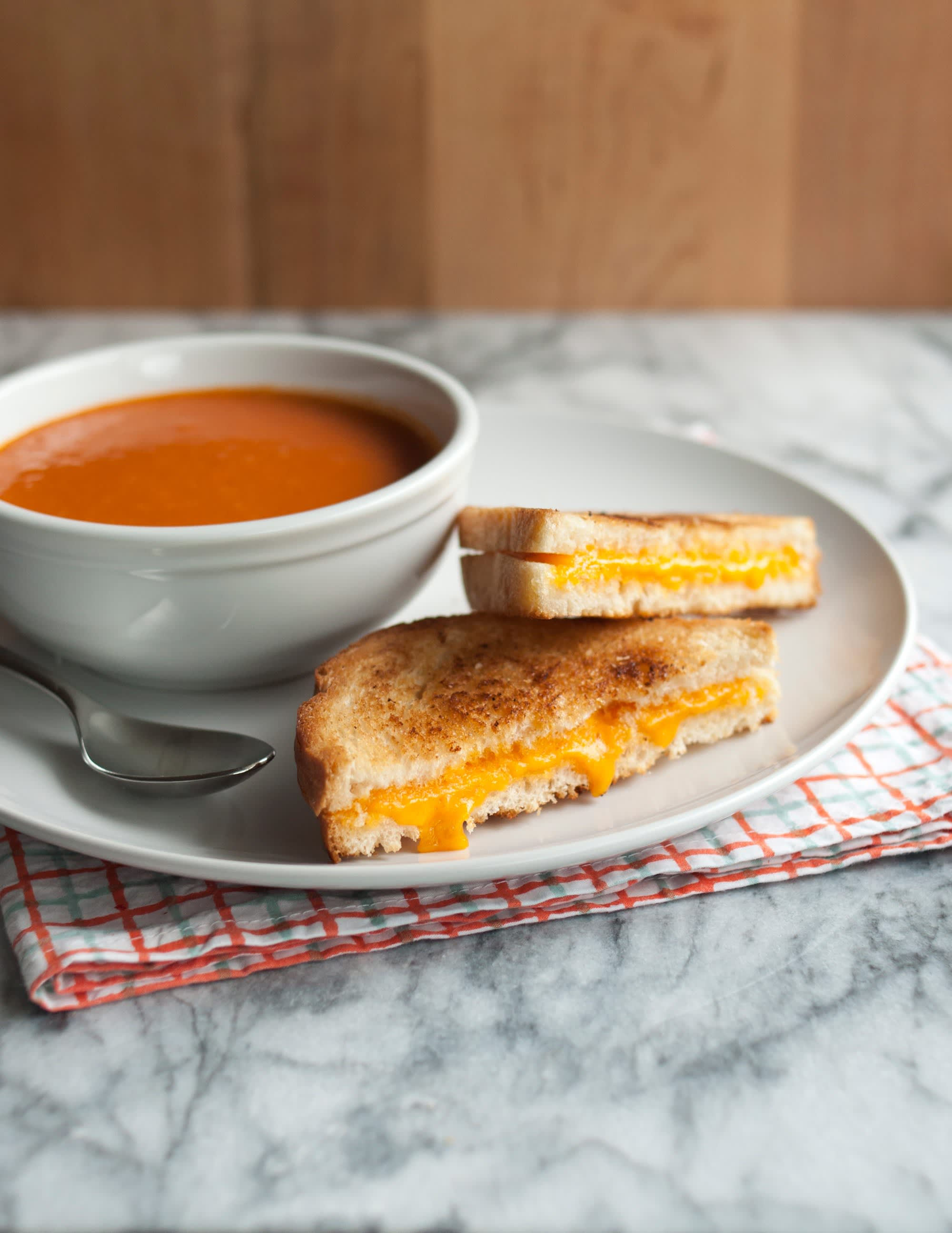 How To Make a Grilled Cheese Sandwich: gallery image 1