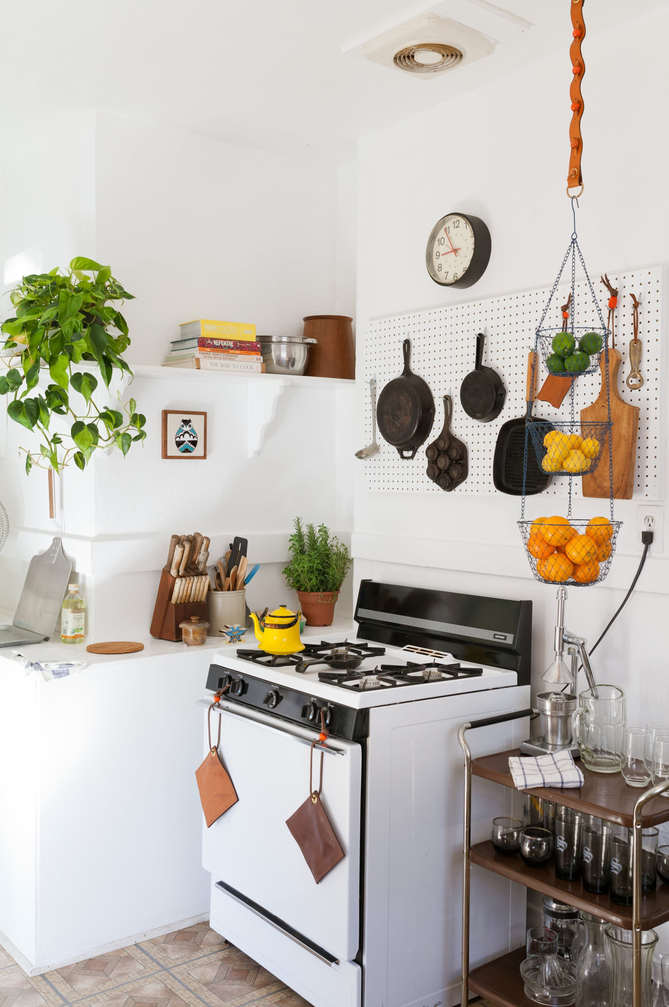 Where I Cook: Leather Craftsman Steven Soria's Rental Kitchen: gallery image 6