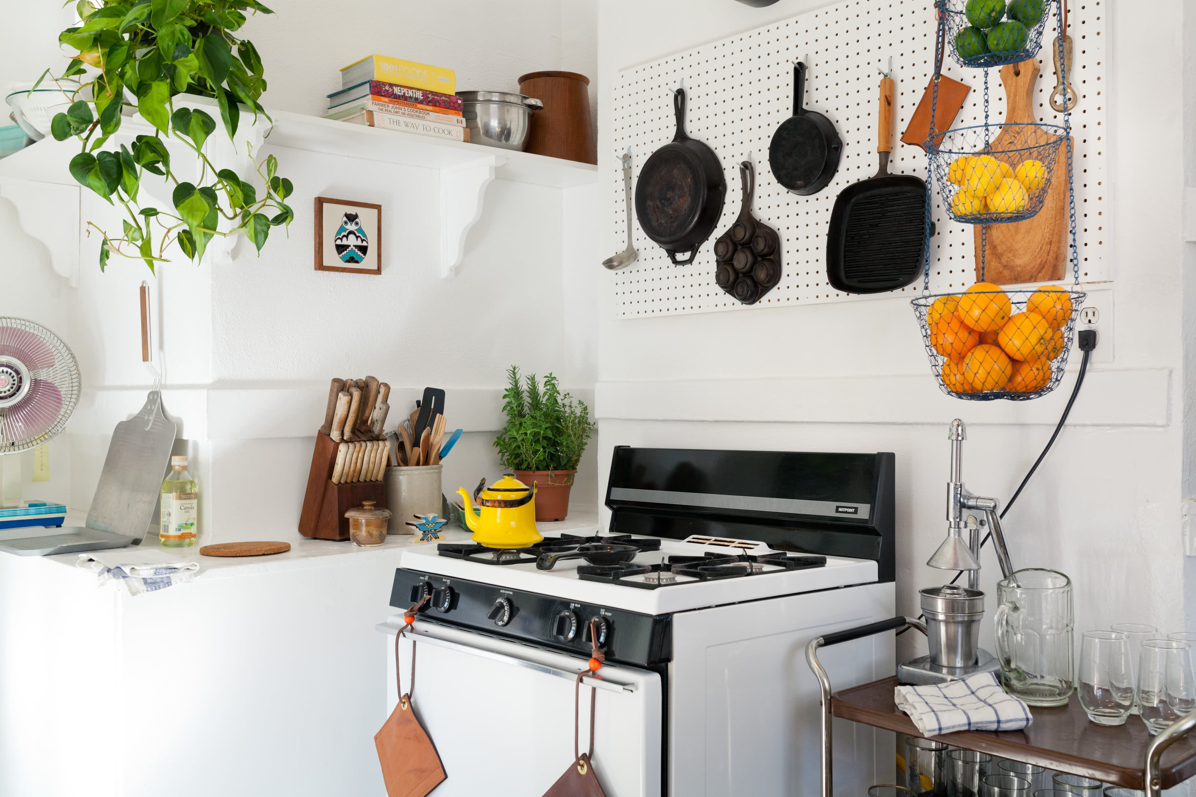 Where I Cook: Leather Craftsman Steven Soria's Rental Kitchen: gallery image 4