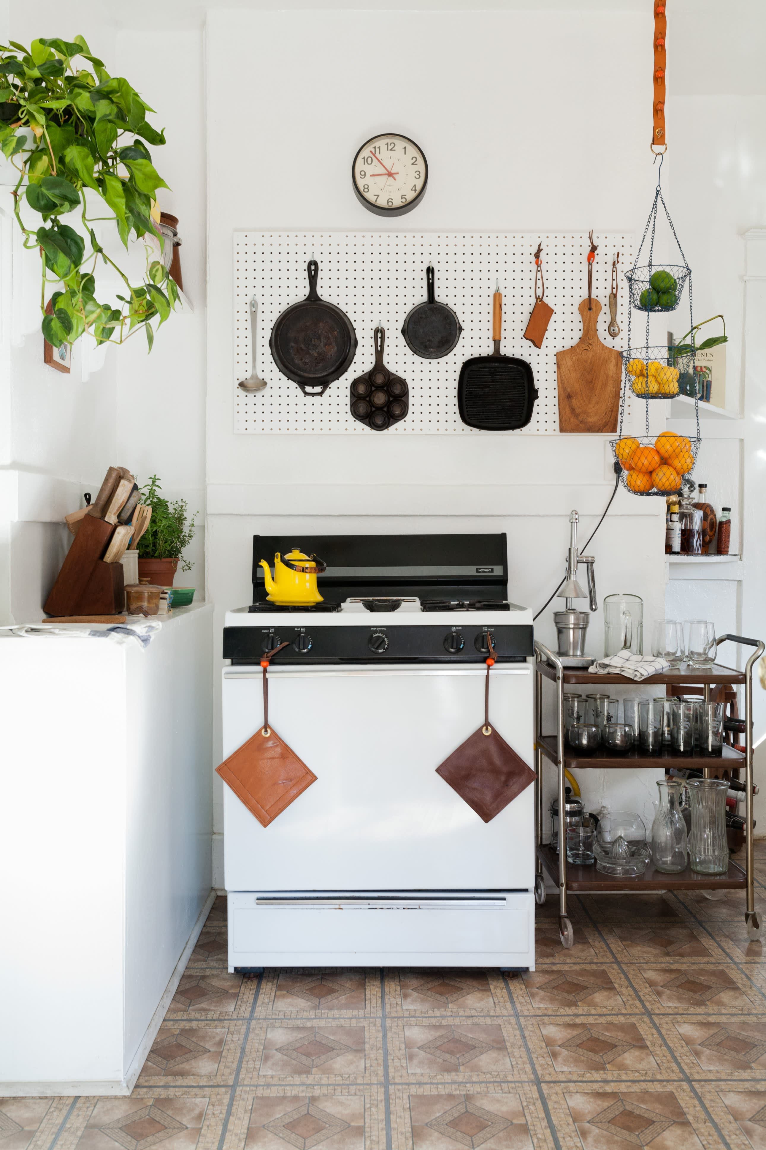 Where I Cook: Leather Craftsman Steven Soria's Rental Kitchen: gallery image 3