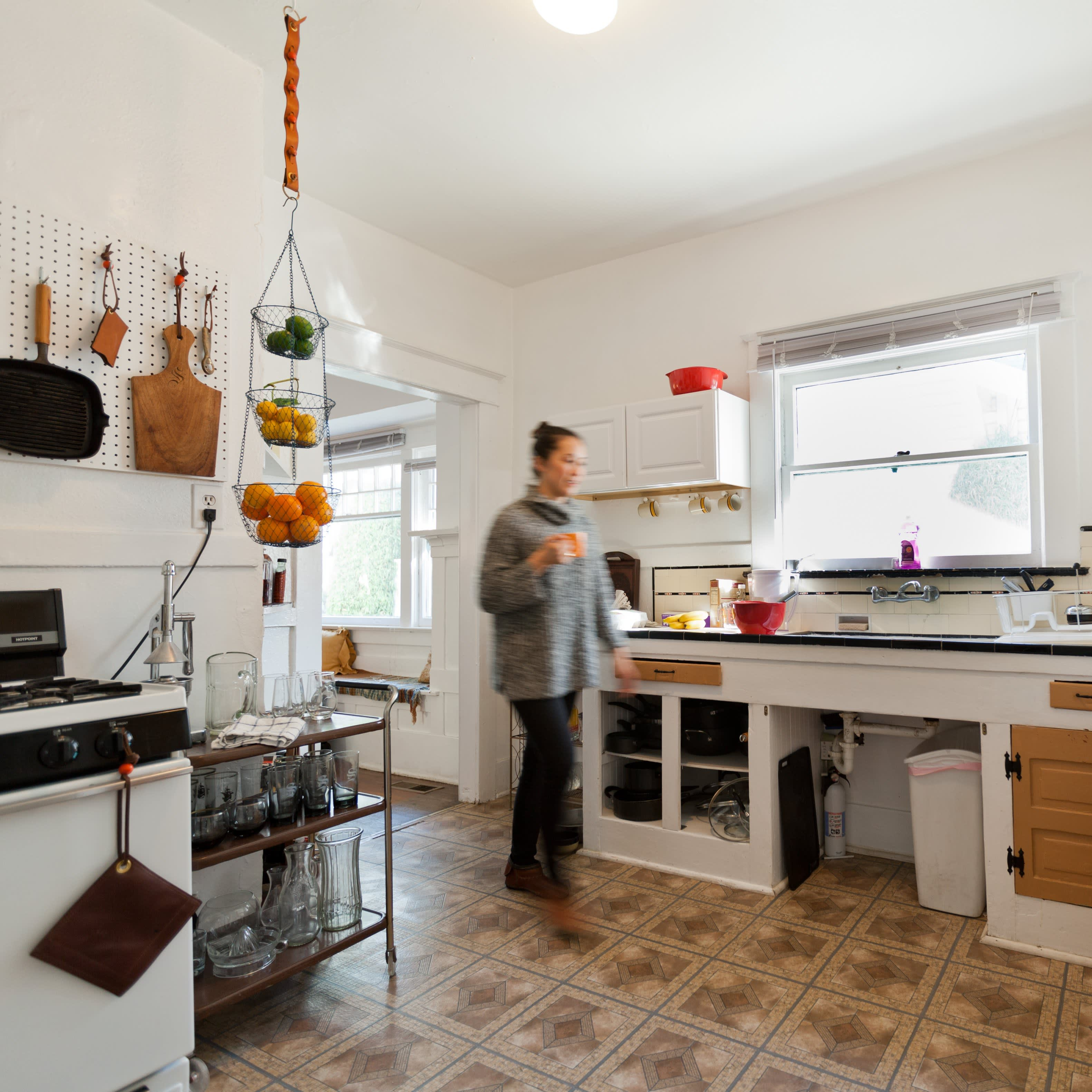 Where I Cook: Leather Craftsman Steven Soria's Rental Kitchen: gallery image 13