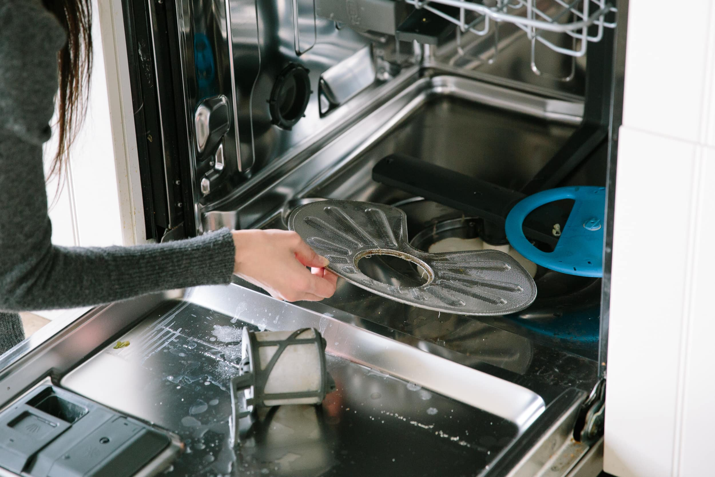 How To Clean a Dishwasher: gallery image 2