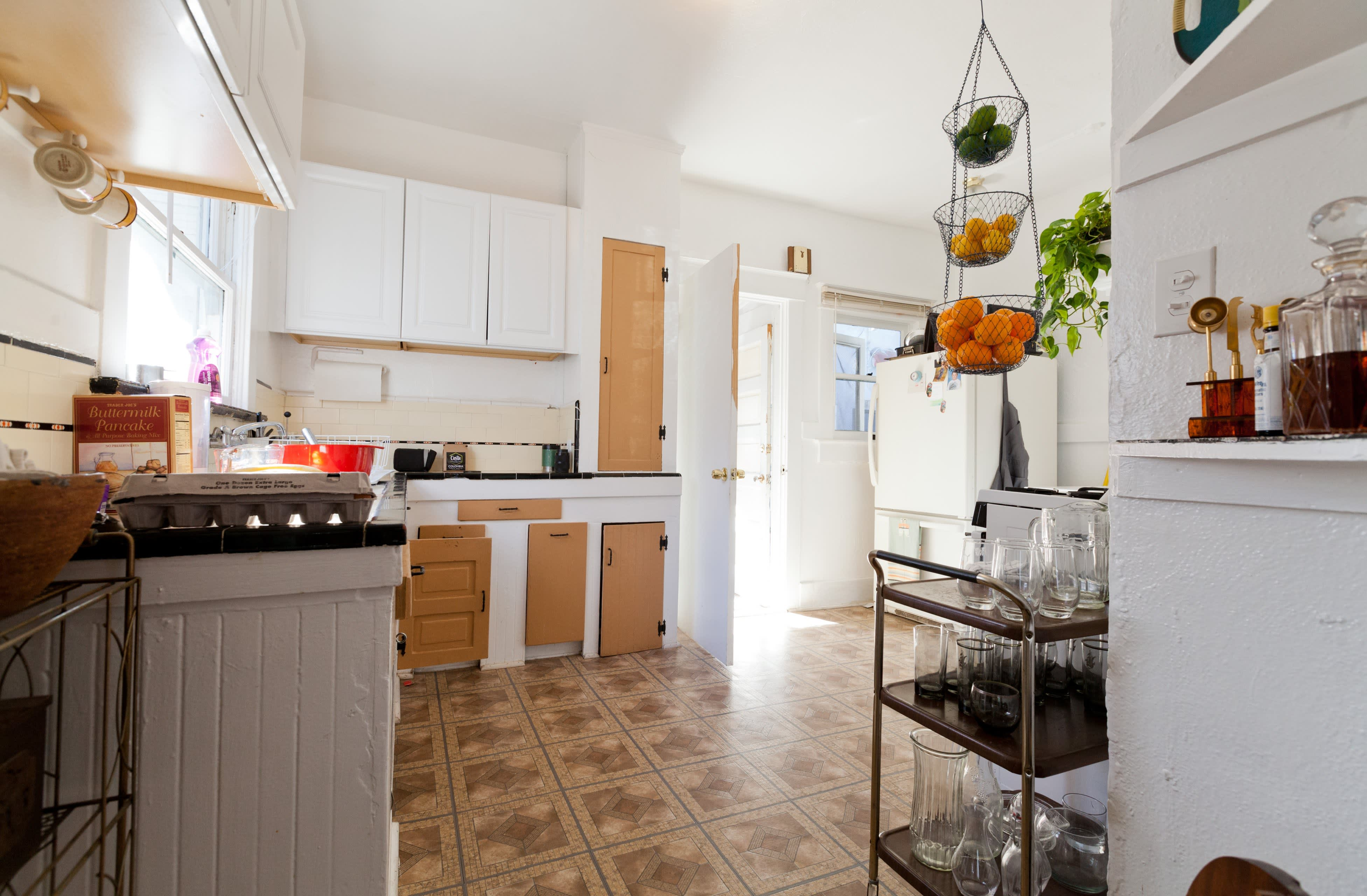 Where I Cook: Leather Craftsman Steven Soria's Rental Kitchen: gallery image 11