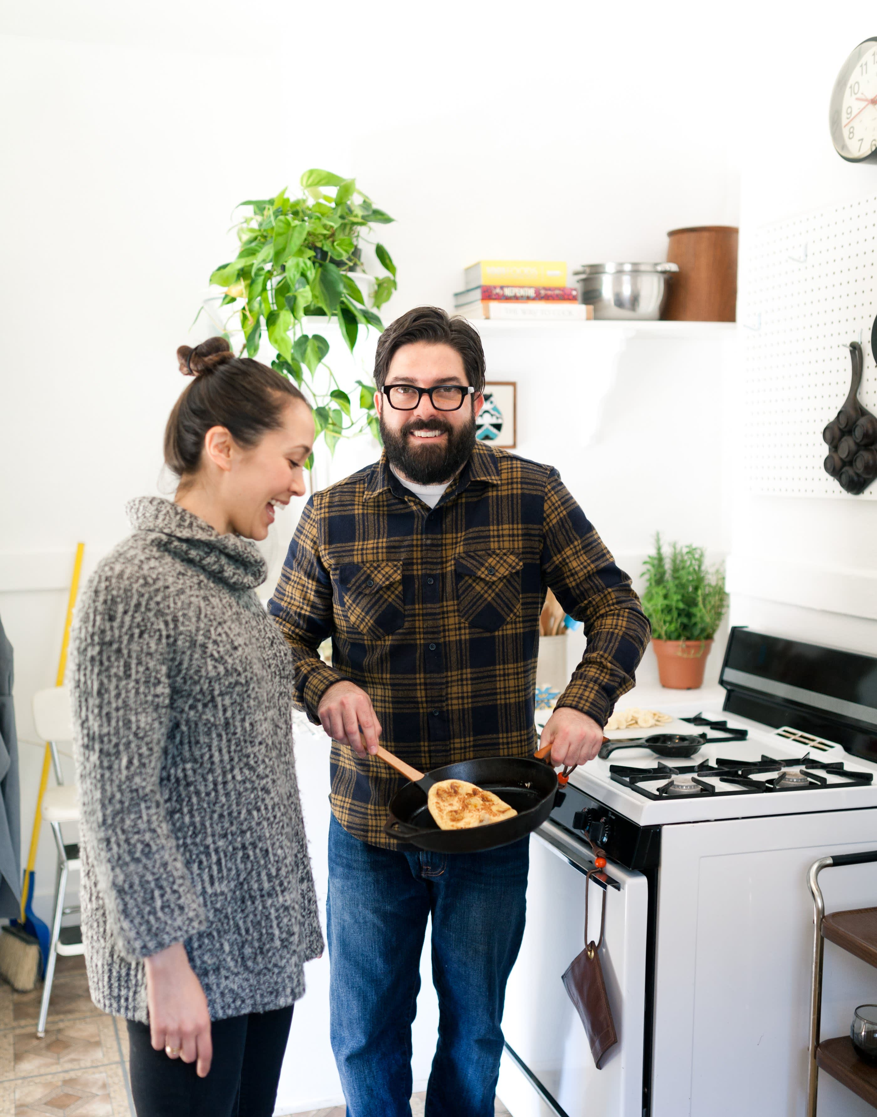 Where I Cook: Leather Craftsman Steven Soria's Rental Kitchen: gallery image 1