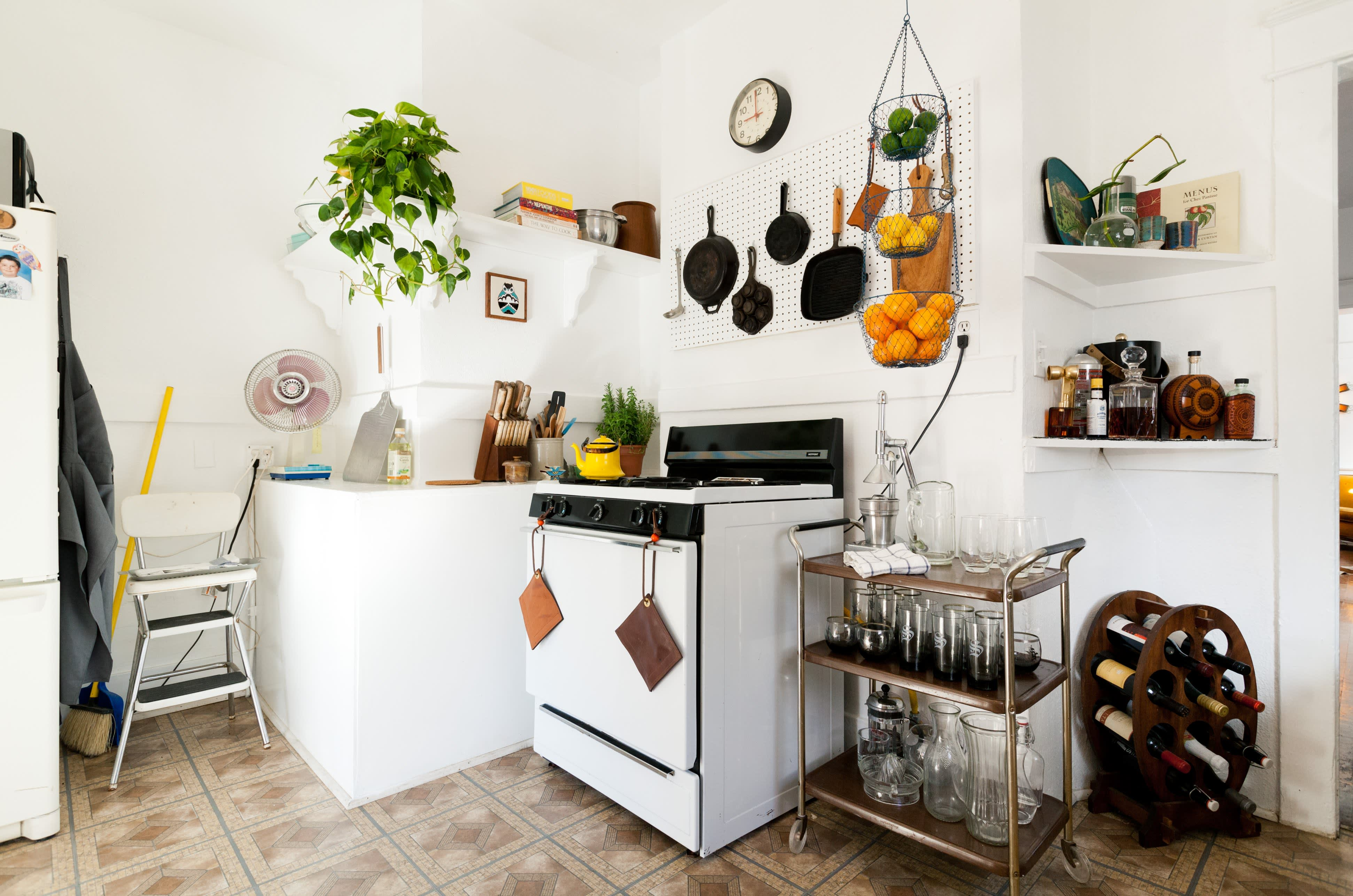 Where I Cook: Leather Craftsman Steven Soria's Rental Kitchen: gallery image 2