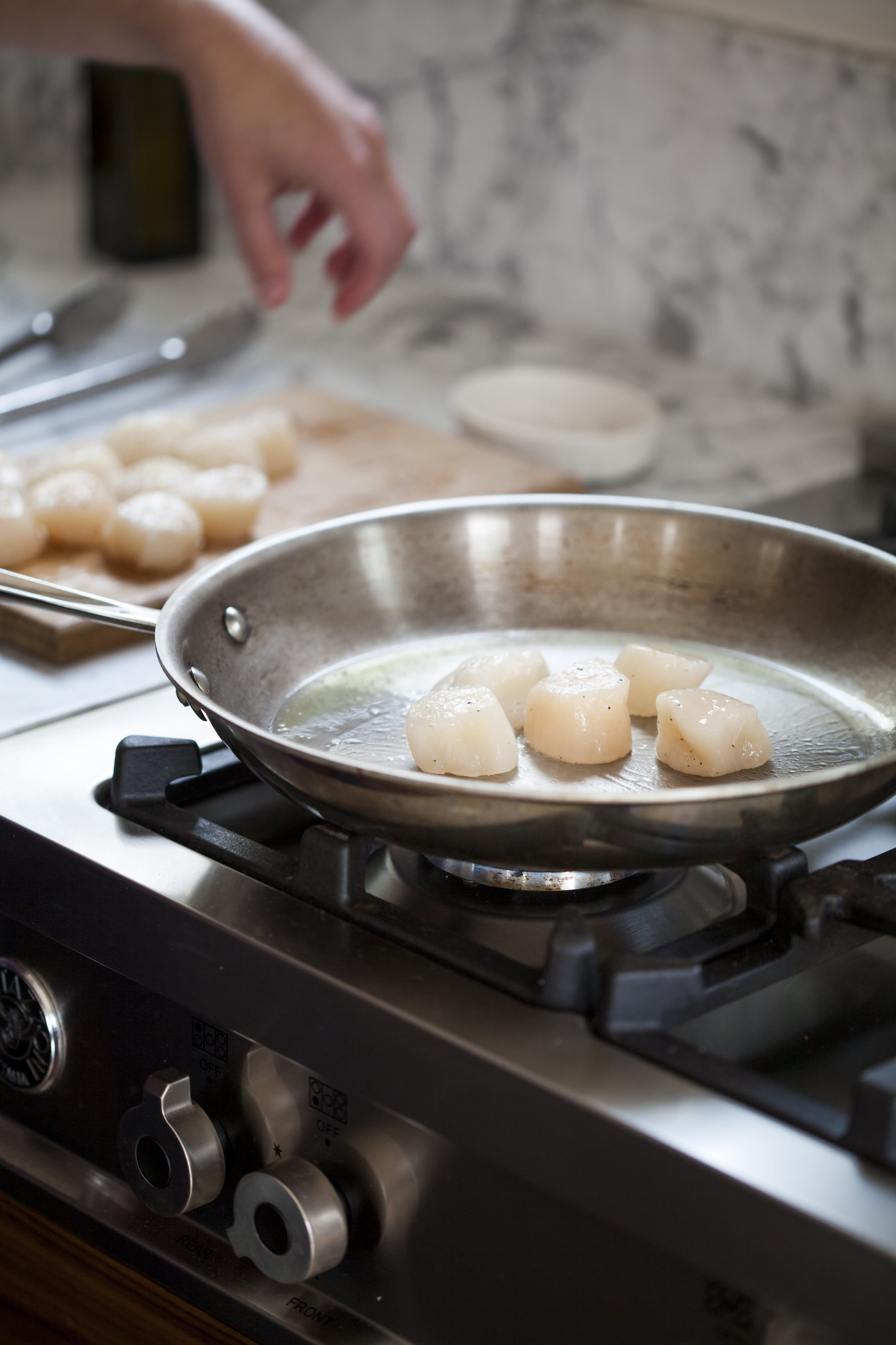 How To Cook Scallops on the Stovetop: gallery image 6