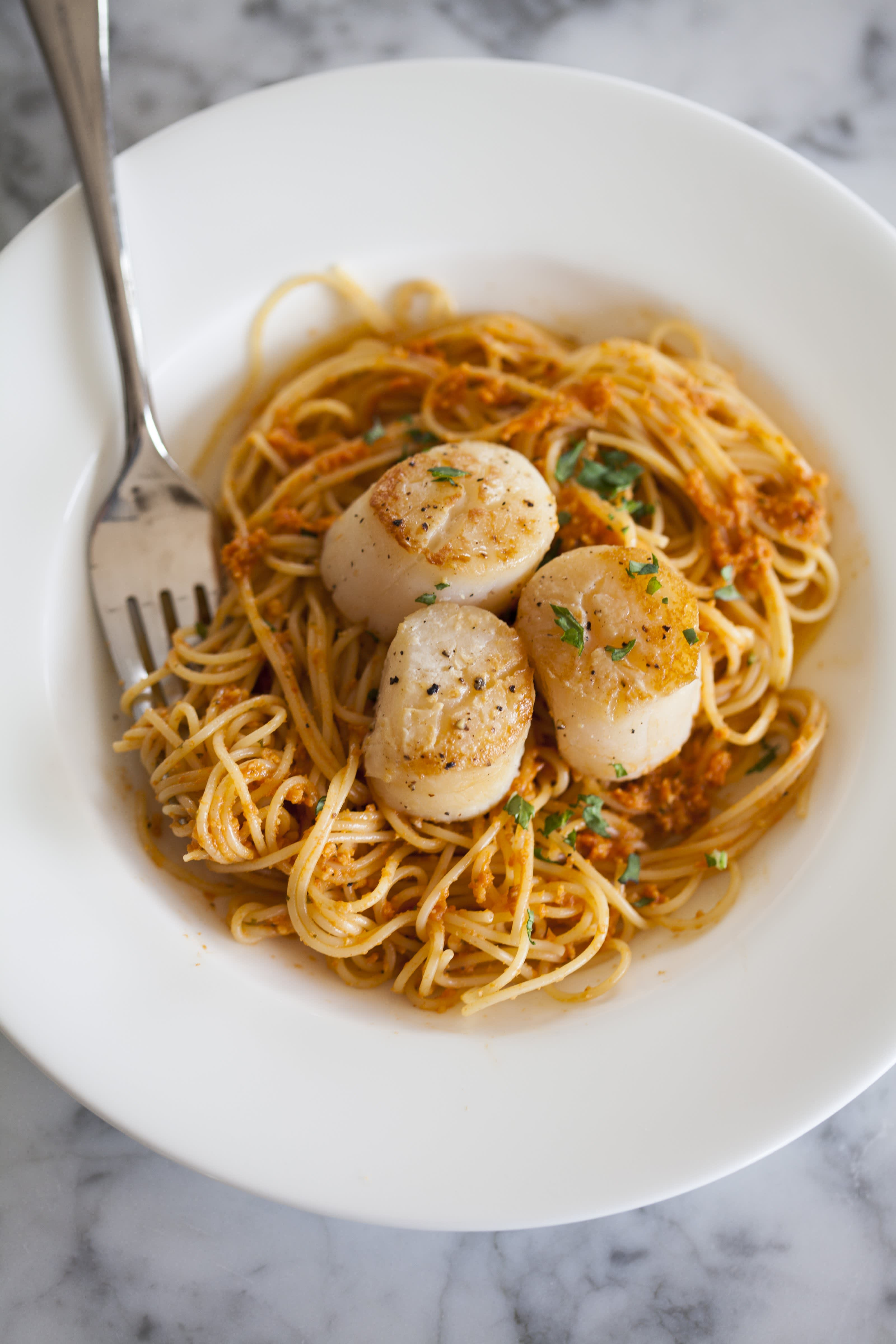 How To Cook Scallops on the Stovetop: gallery image 9