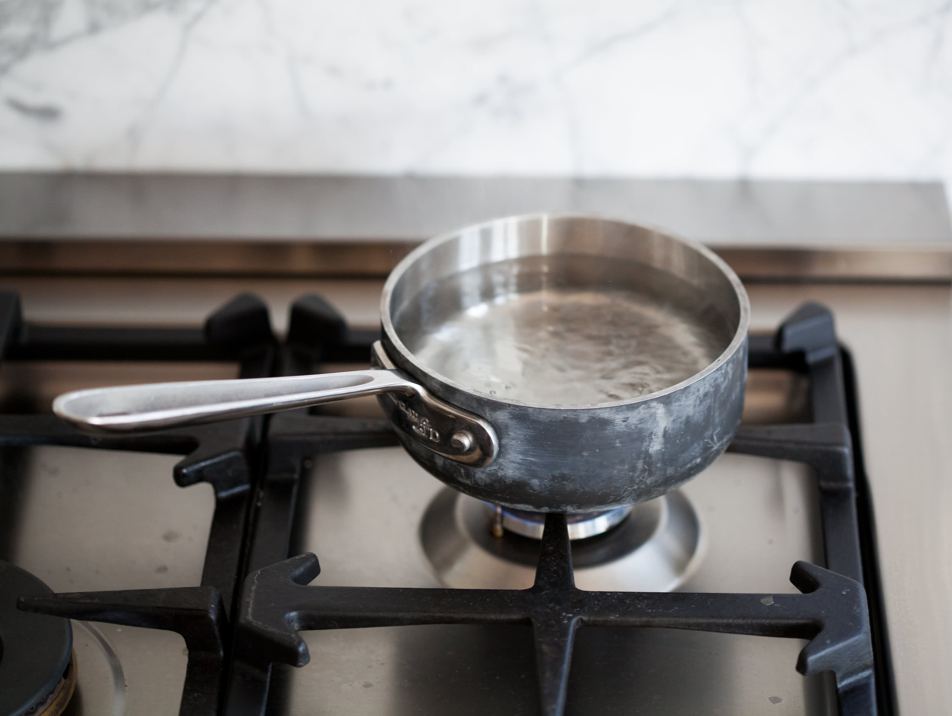 How To Easily Poach an Egg: gallery image 2