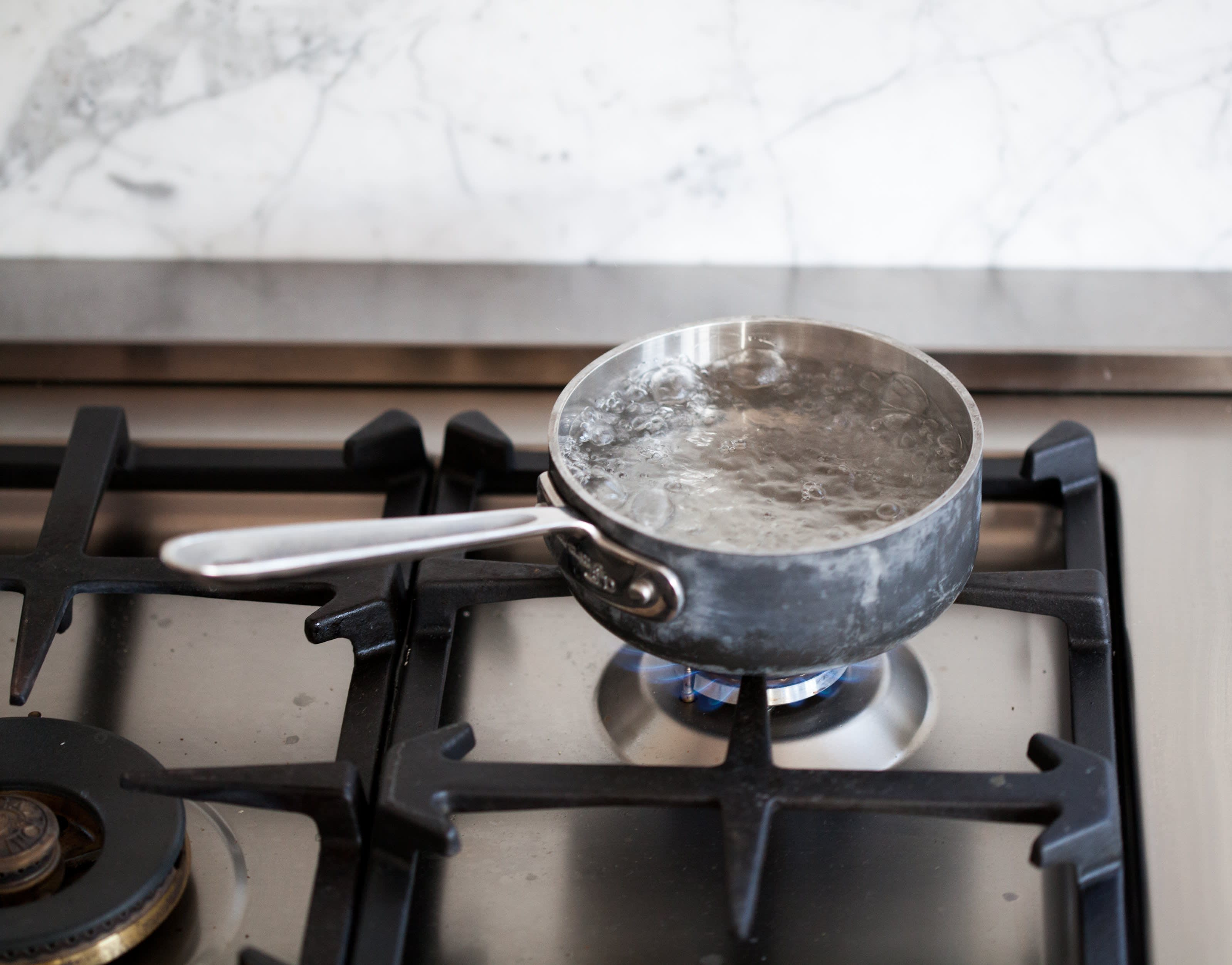 How To Easily Poach an Egg: gallery image 1