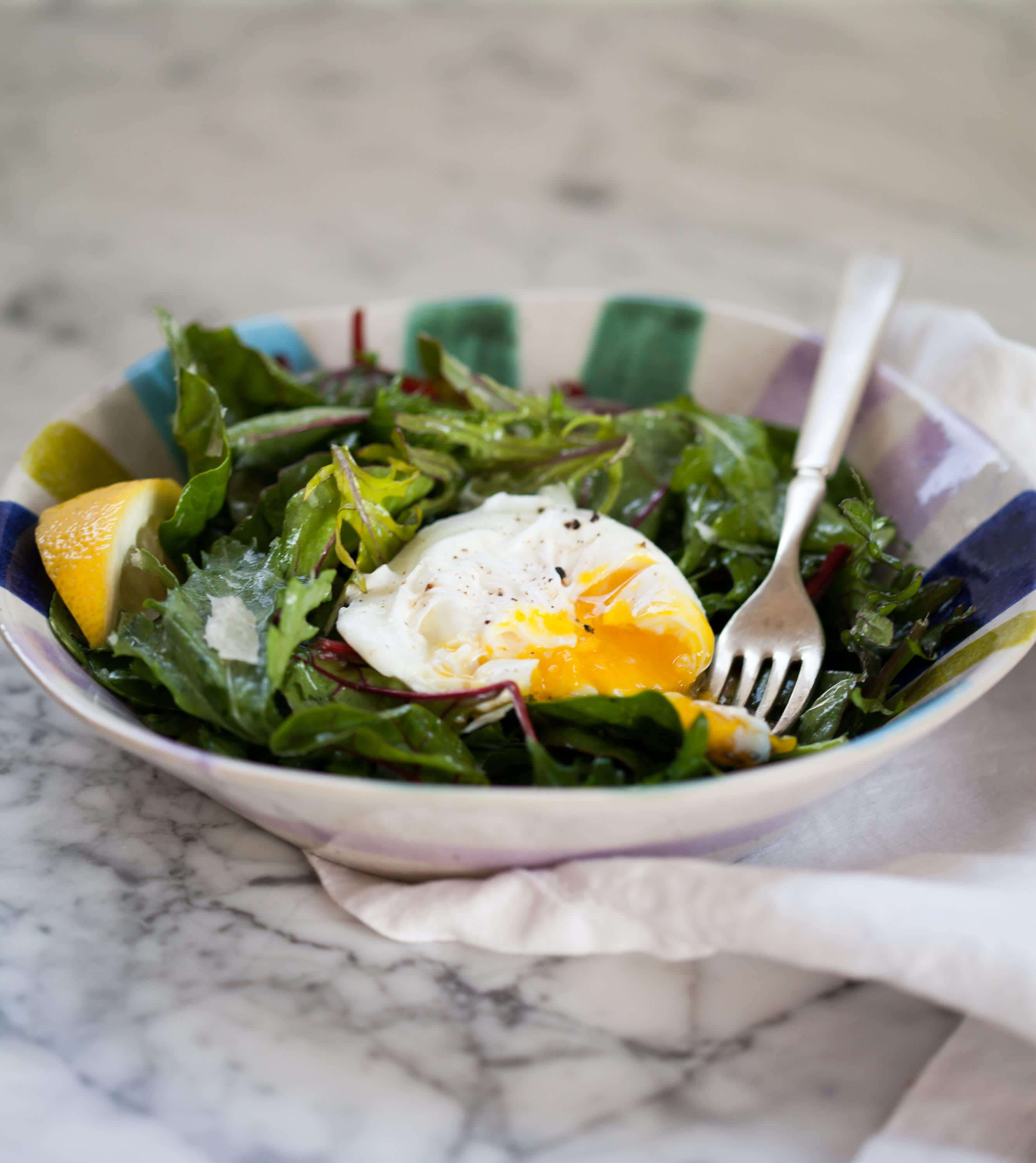 How To Easily Poach an Egg: gallery image 10