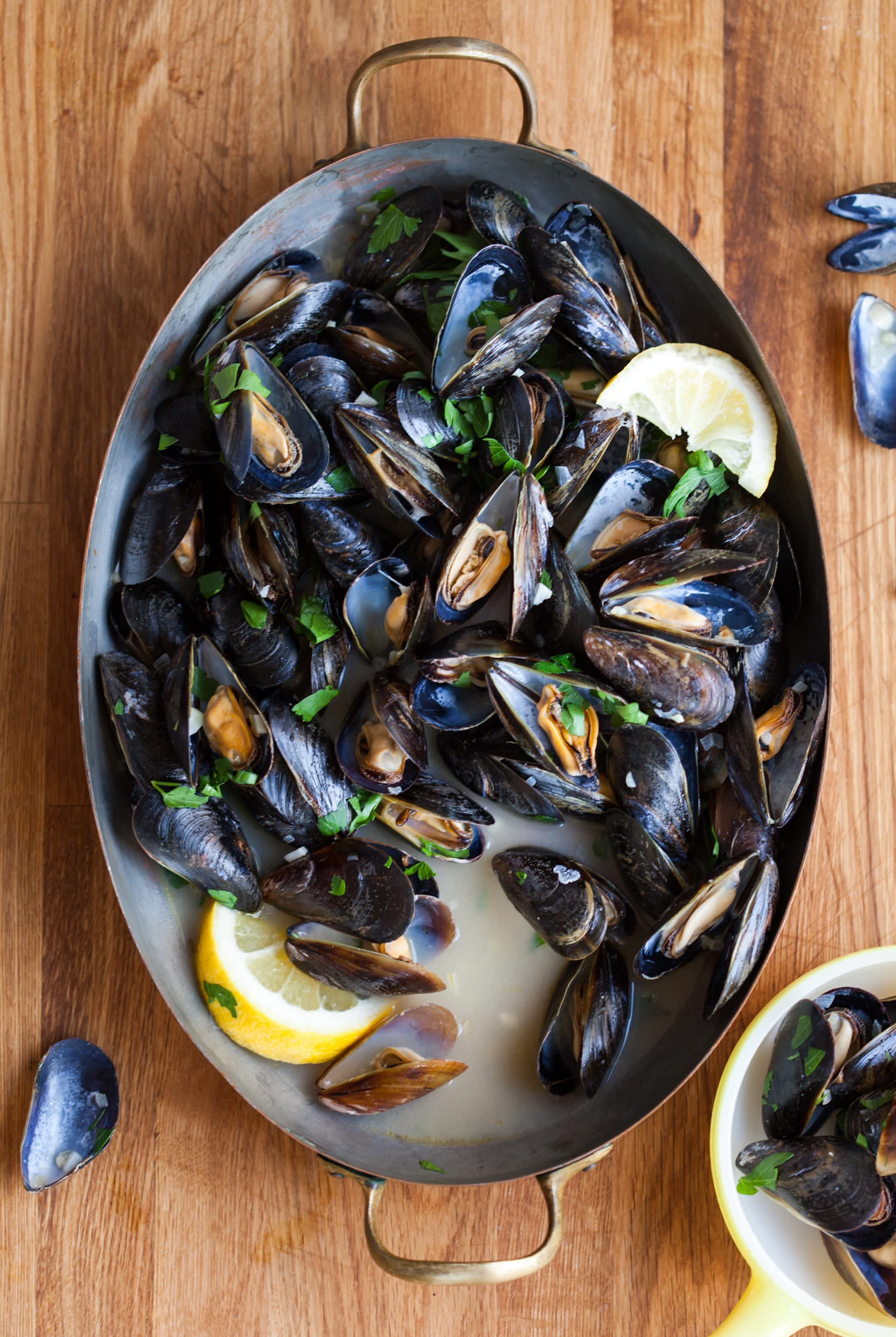 Living Room Decorating Ideas For Apartments For Cheap: Try This Simple Tip For Plump Steamed Mussels And Clams