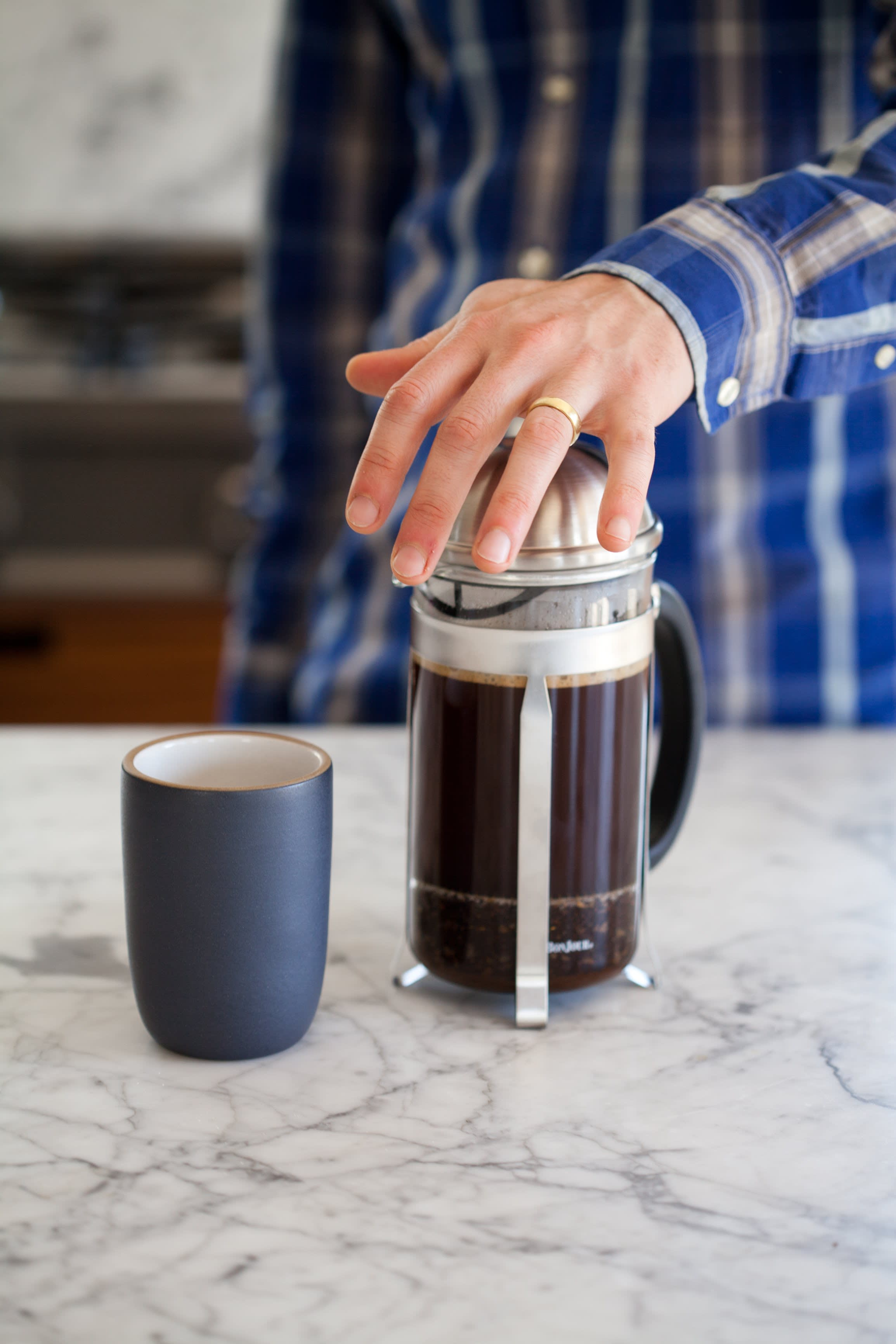 How To Make French Press Coffee: gallery image 9