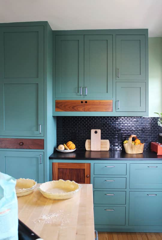 20 Paint Colors We Love in the Kitchen: gallery image 4