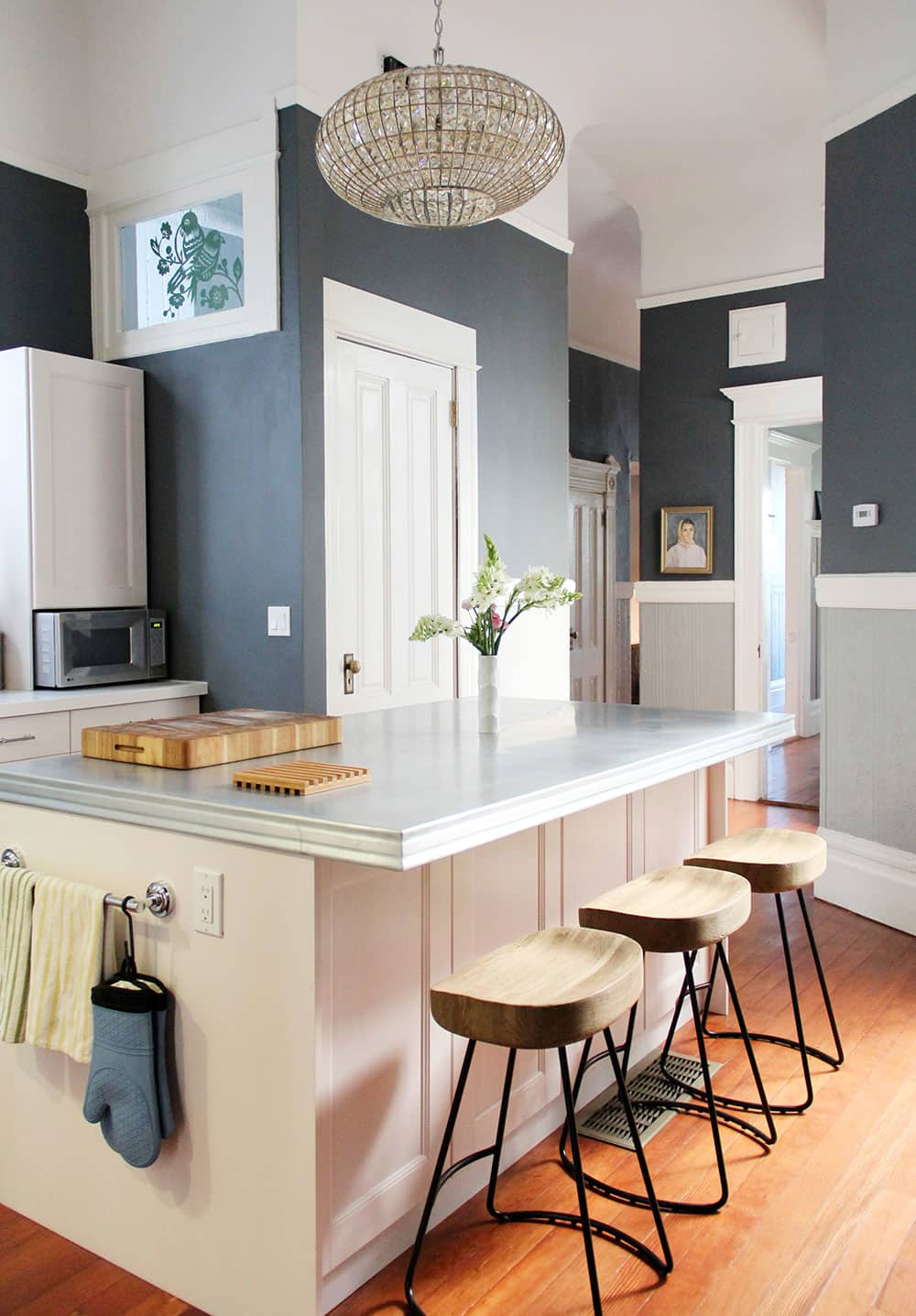 20 Paint Colors We Love in the Kitchen: gallery image 9