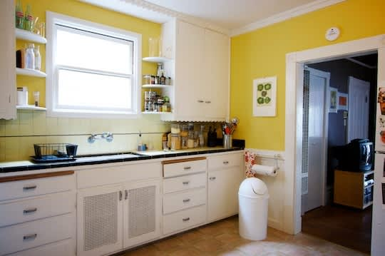 20 Paint Colors We Love in the Kitchen: gallery image 7