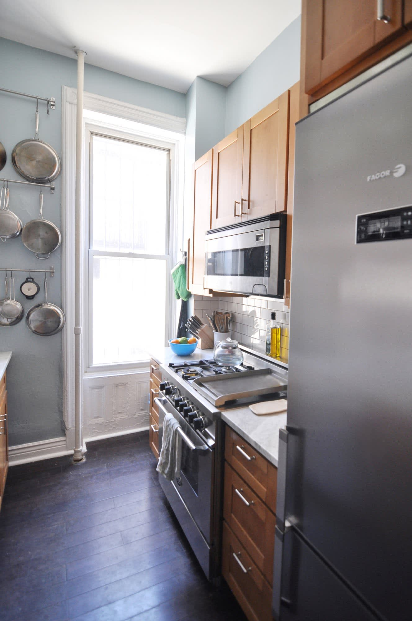 20 Paint Colors We Love in the Kitchen: gallery image 3