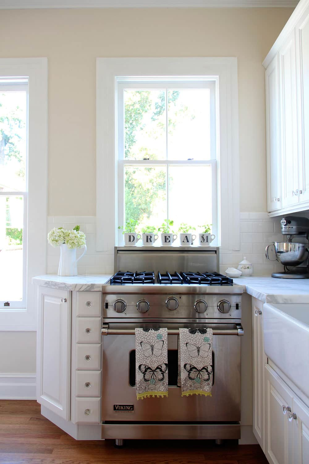 20 Paint Colors We Love in the Kitchen: gallery image 20