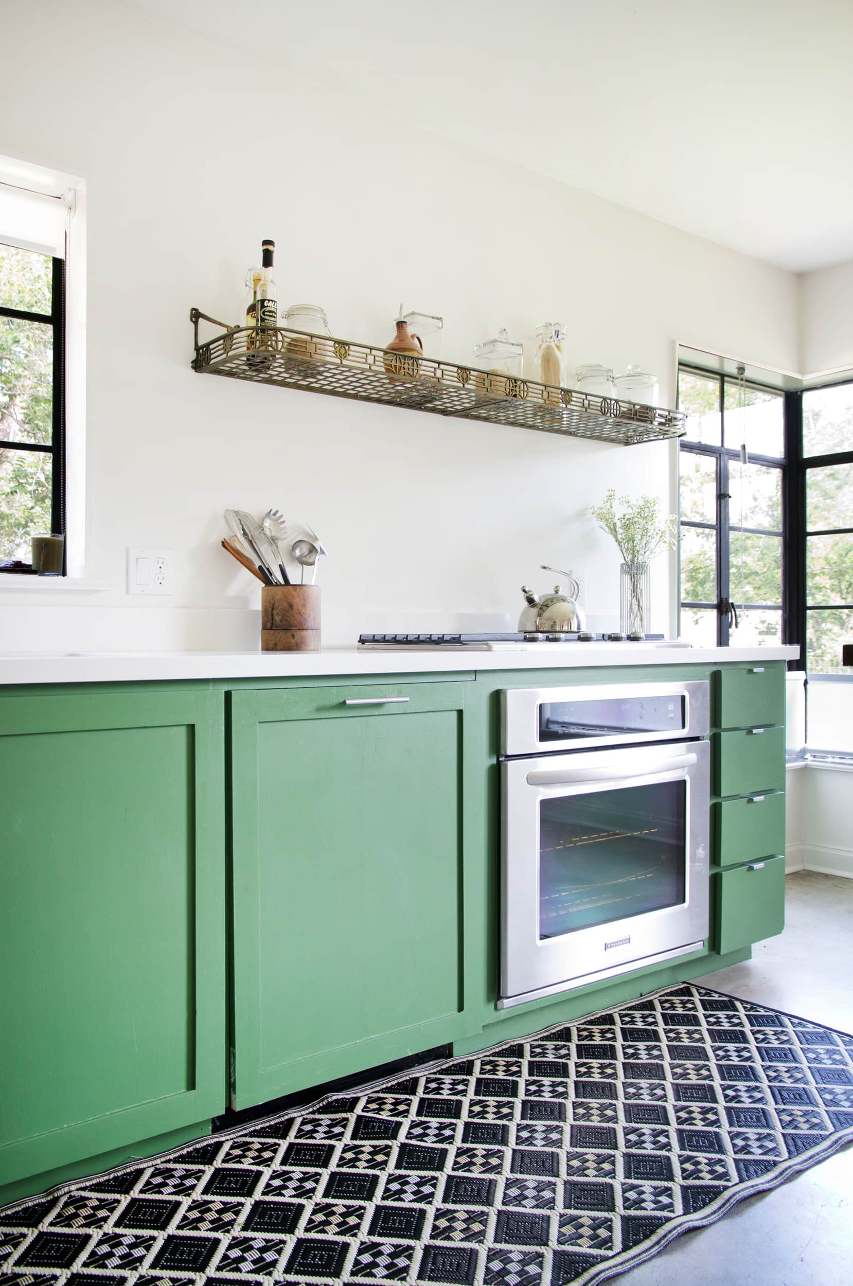 20 Paint Colors We Love in the Kitchen: gallery image 13
