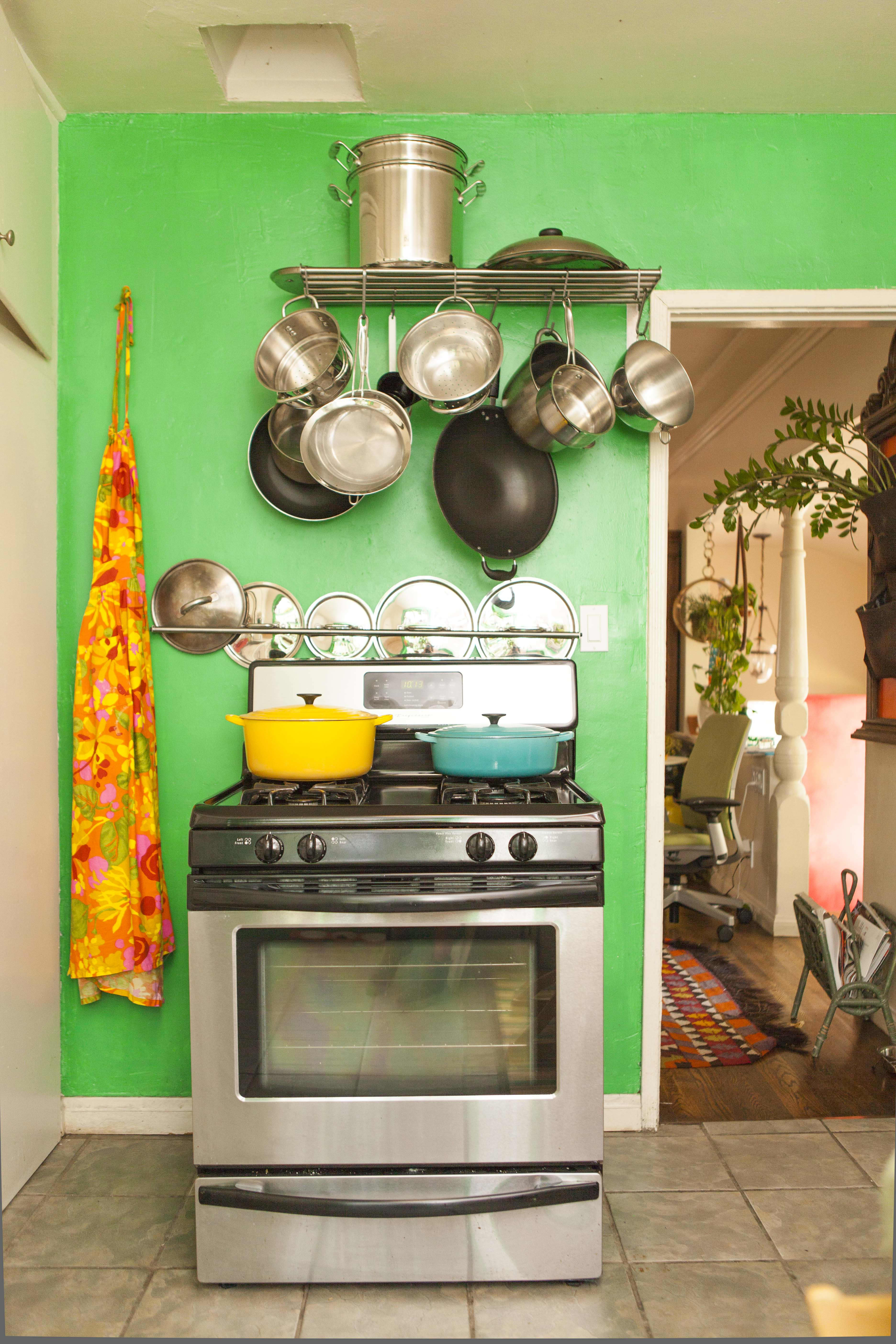 20 Paint Colors We Love in the Kitchen: gallery image 6