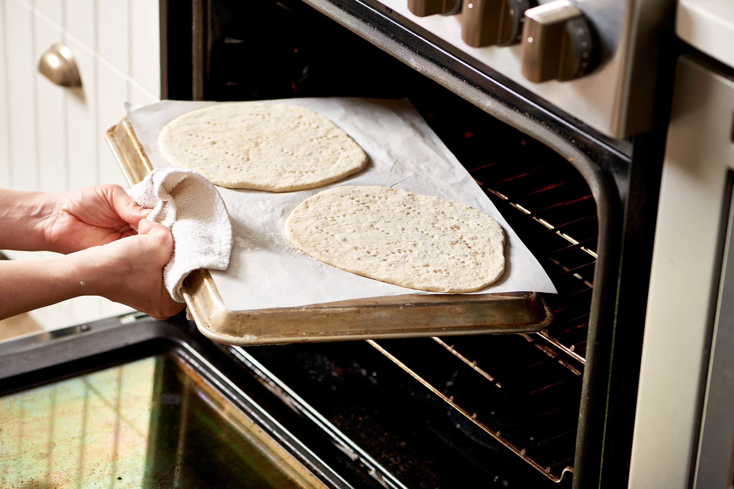 How To Make Frozen Pizzas at Home: gallery image 5