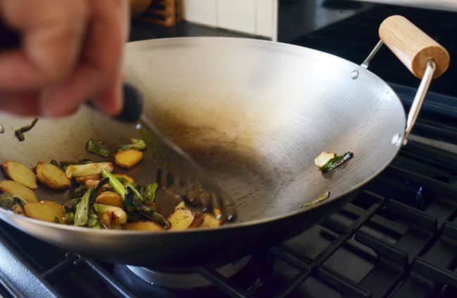 How To Buy and Season a New Wok: gallery image 13