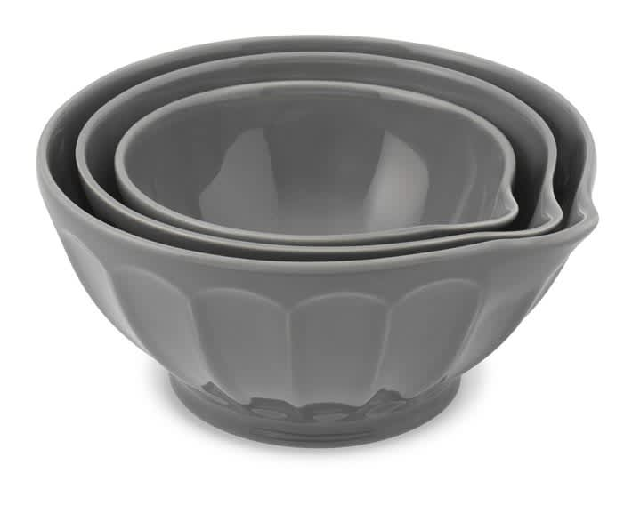 15 Classic Mixing Bowls with Pouring Spouts: gallery image 7