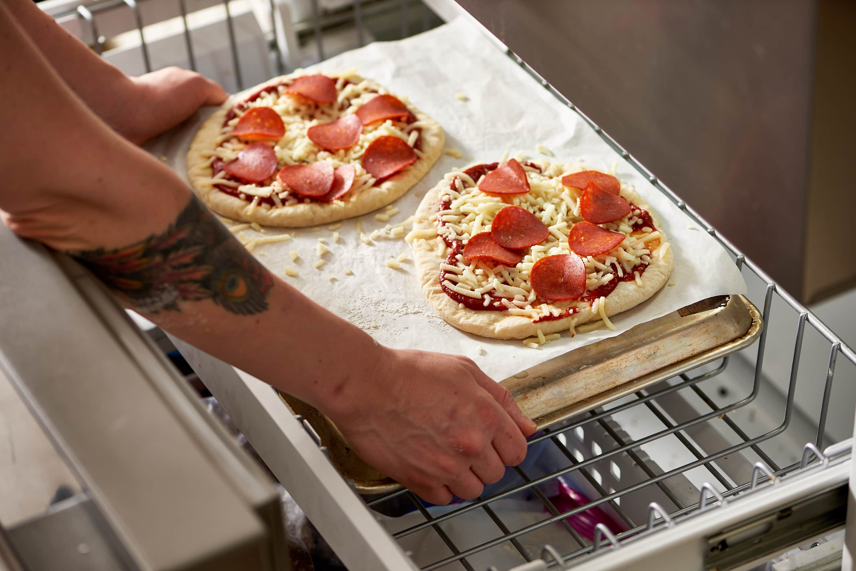 How To Cook A Frozen Pizza In The Microwave