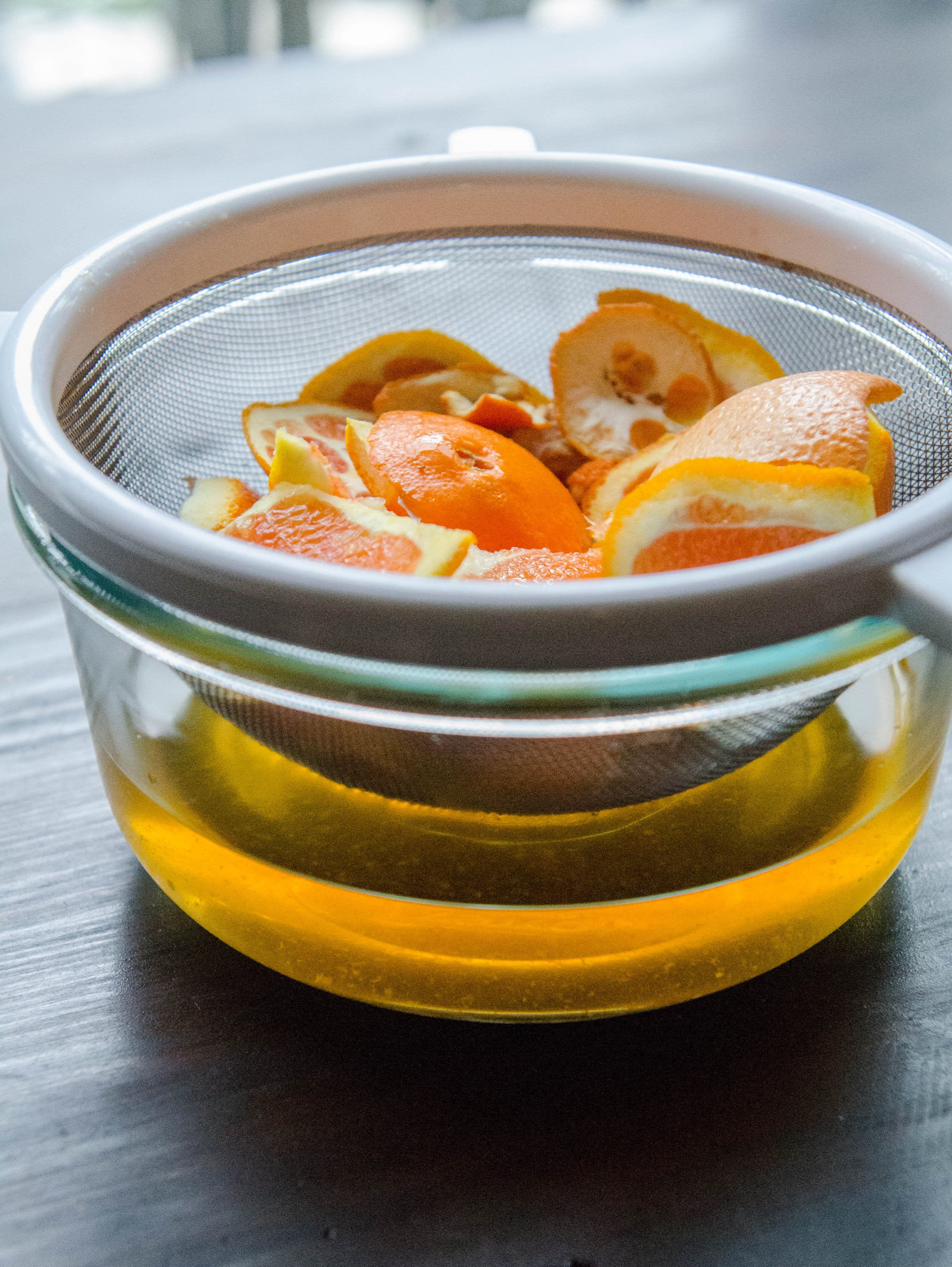 How To Make an All-Purpose Kitchen Cleaner Using Citrus Peels: gallery image 3