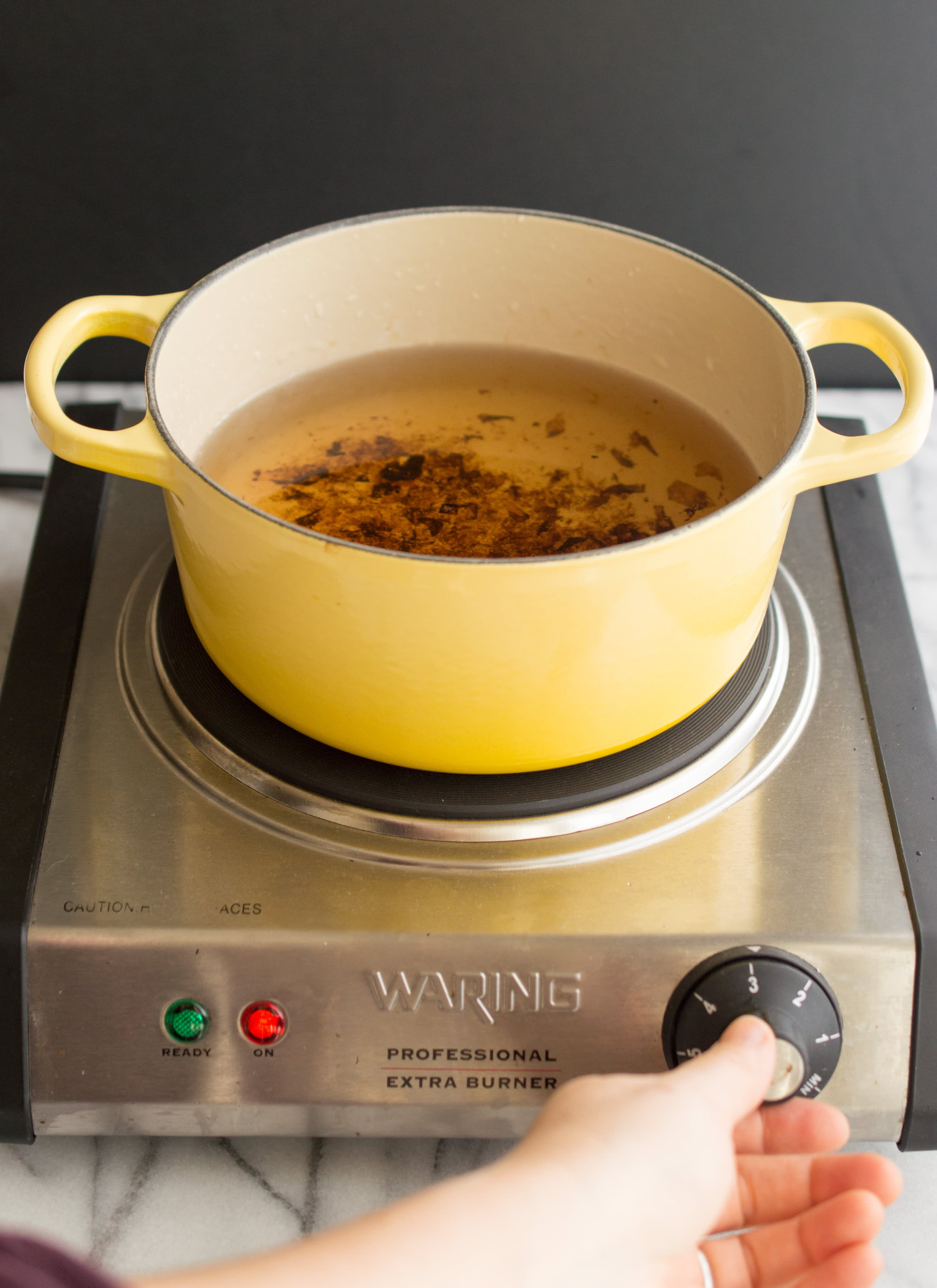 How To Clean Burnt-On Stains Off Enameled Cookware: gallery image 5