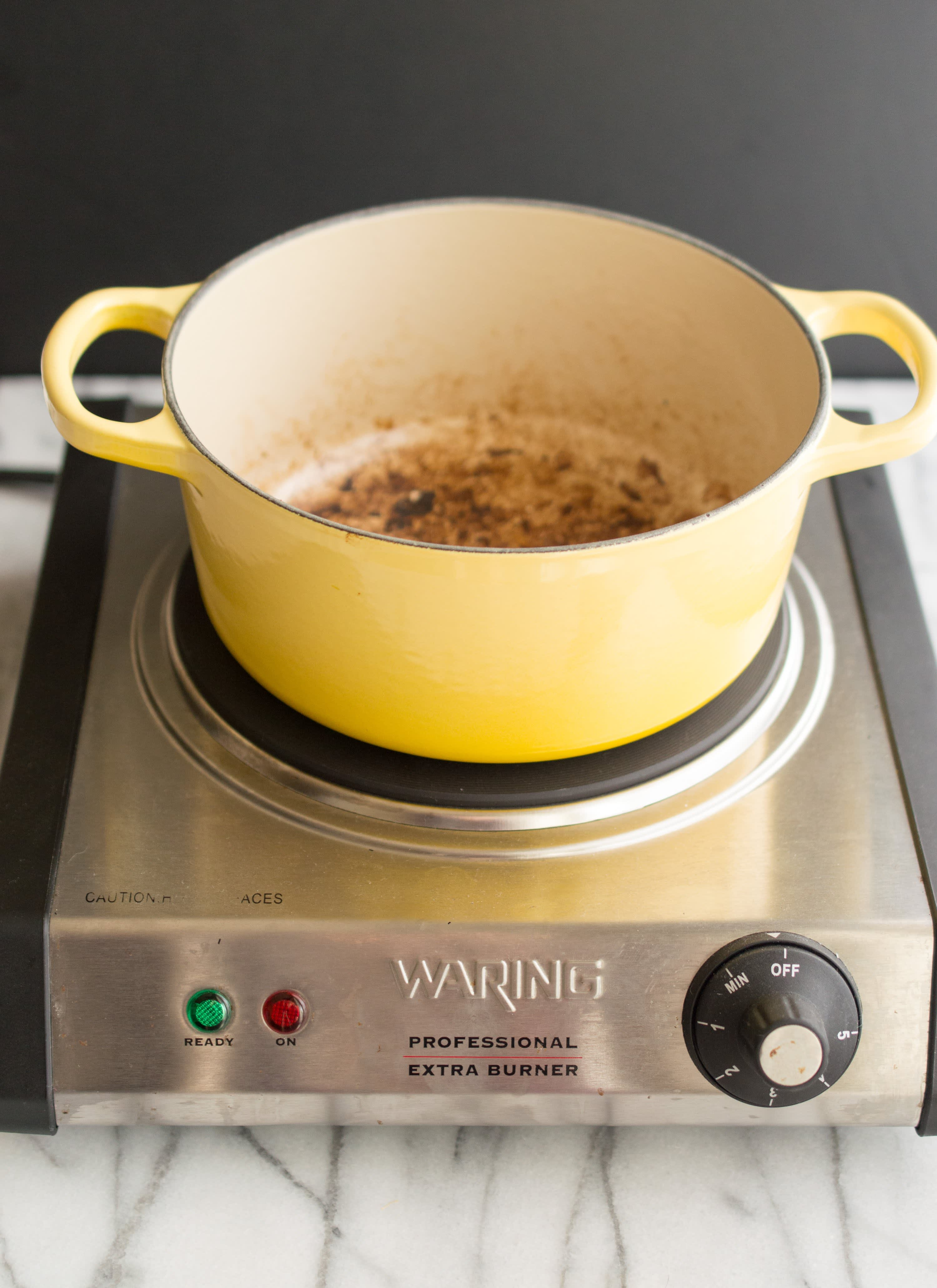 How To Clean Burnt-On Stains Off Enameled Cookware: gallery image 3