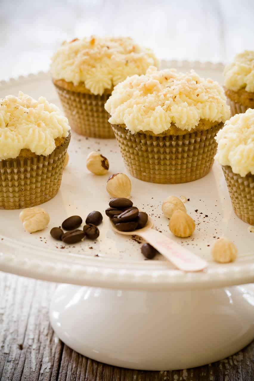 8 Steps to Follow When Converting a Cake Recipe to Cupcakes