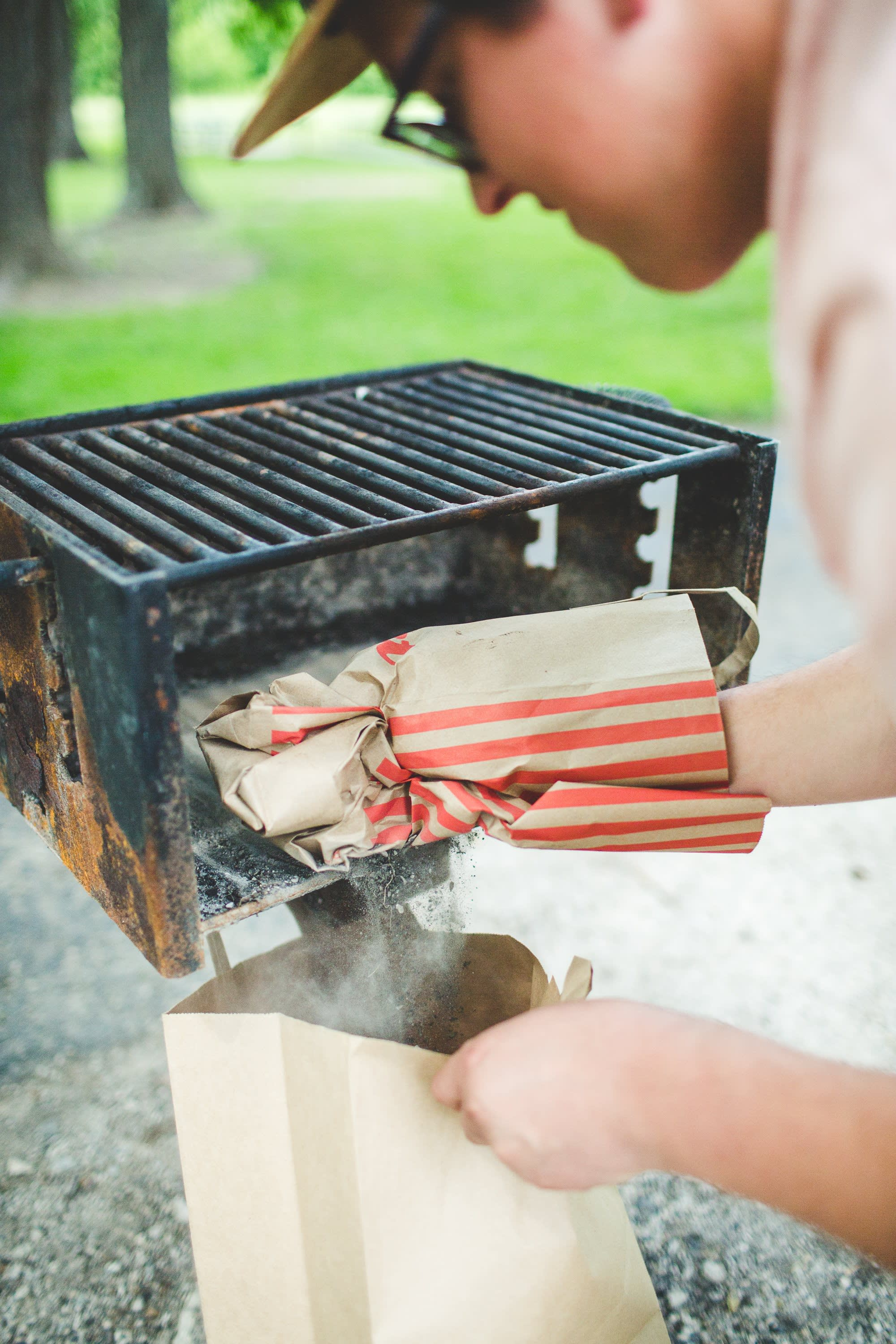 How To Clean a Charcoal Grill: gallery image 4