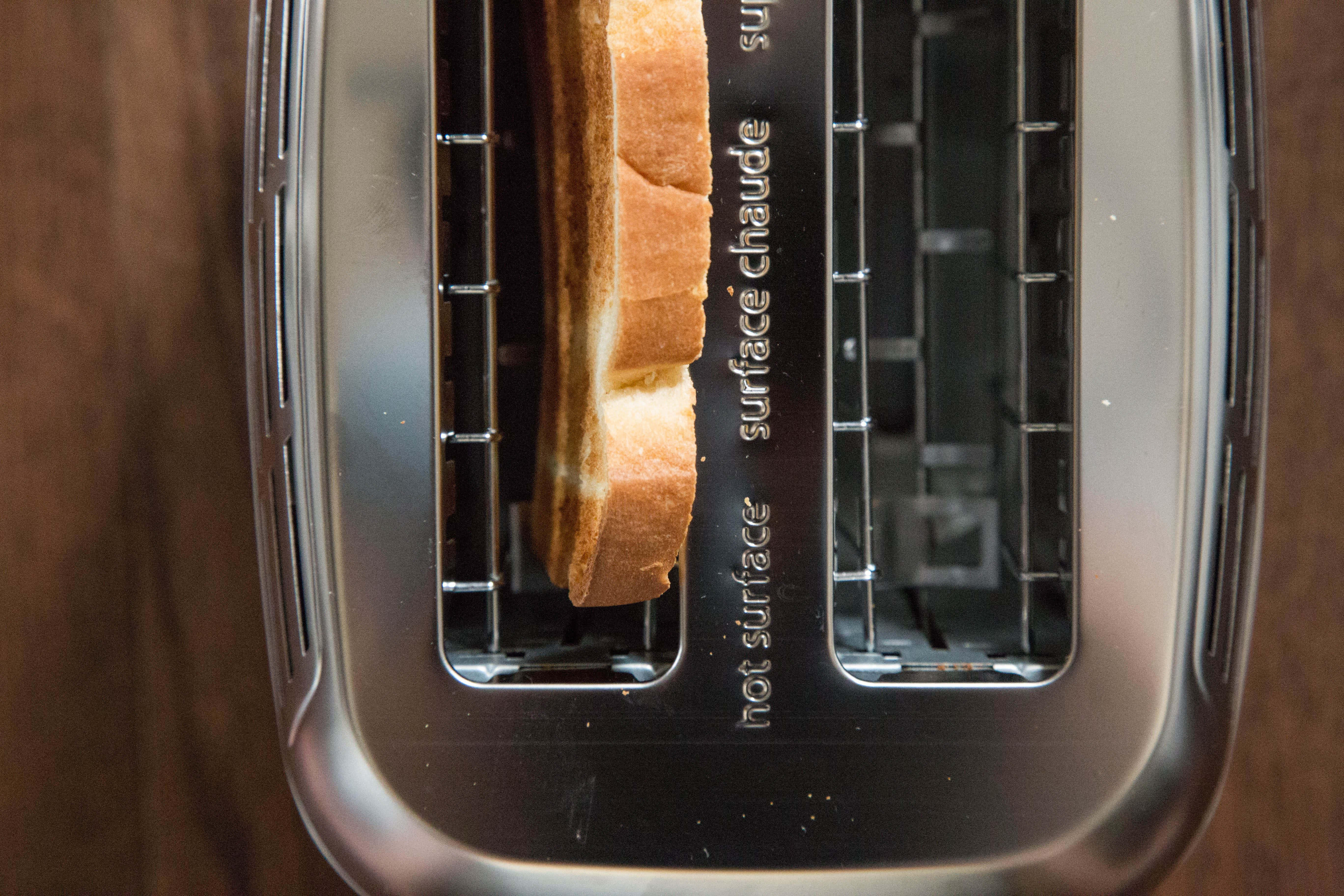 The Black & Decker Rapid-Toast Toaster Works True to Its Name: gallery image 4