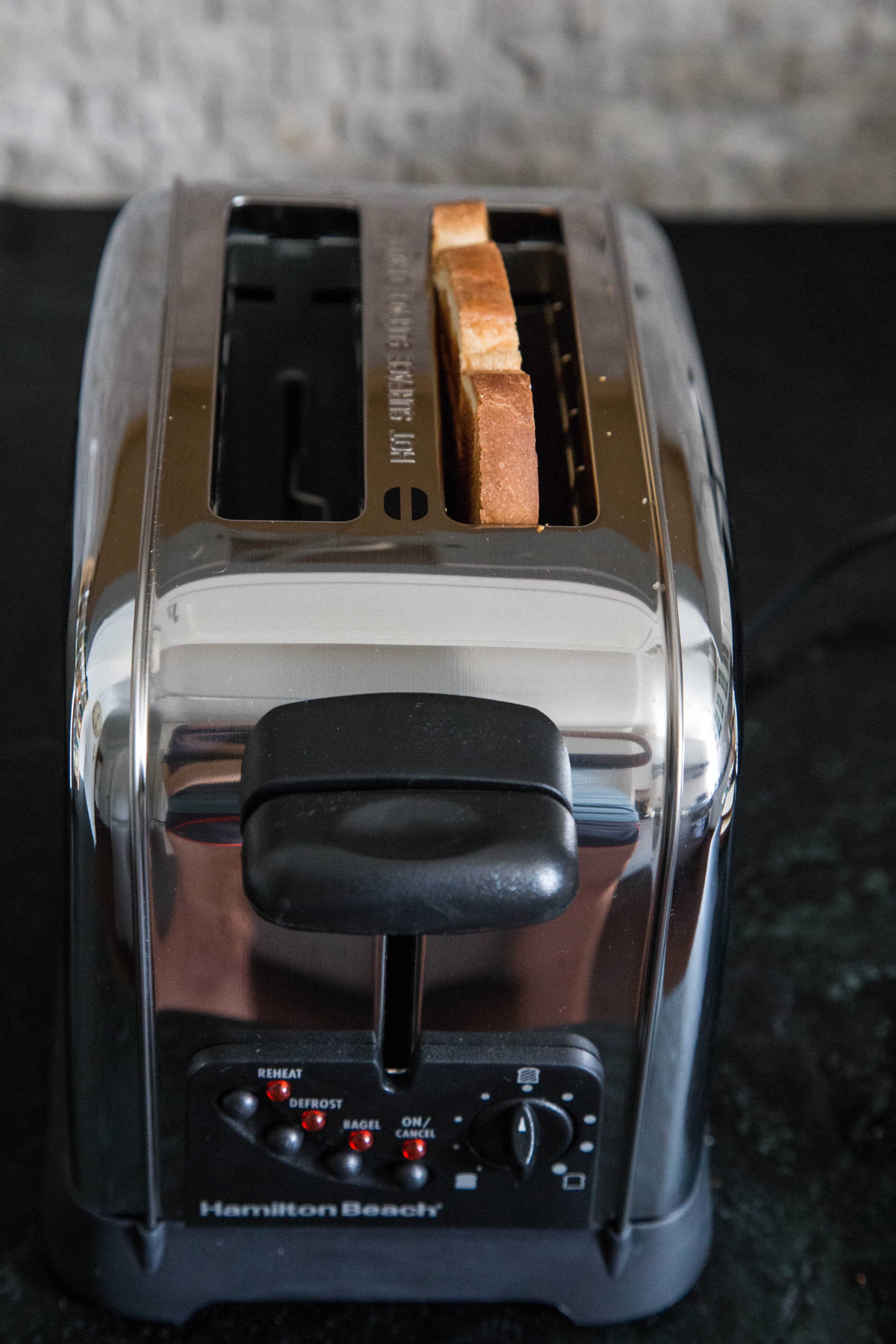 This Hamilton Beach Toaster Is All About Low-and-Slow Toasting: gallery image 1