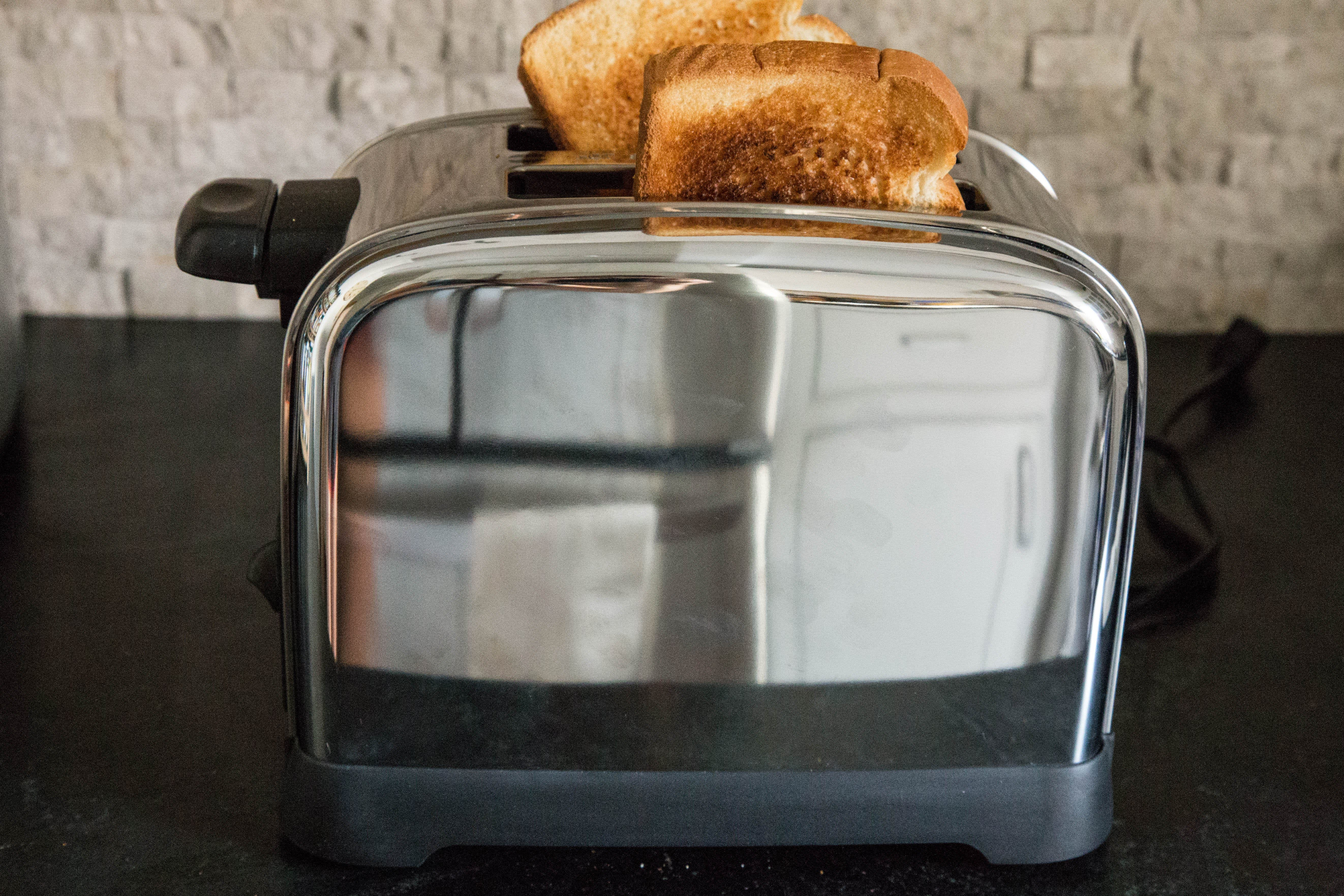 This Hamilton Beach Toaster Is All About Low-and-Slow Toasting: gallery image 2