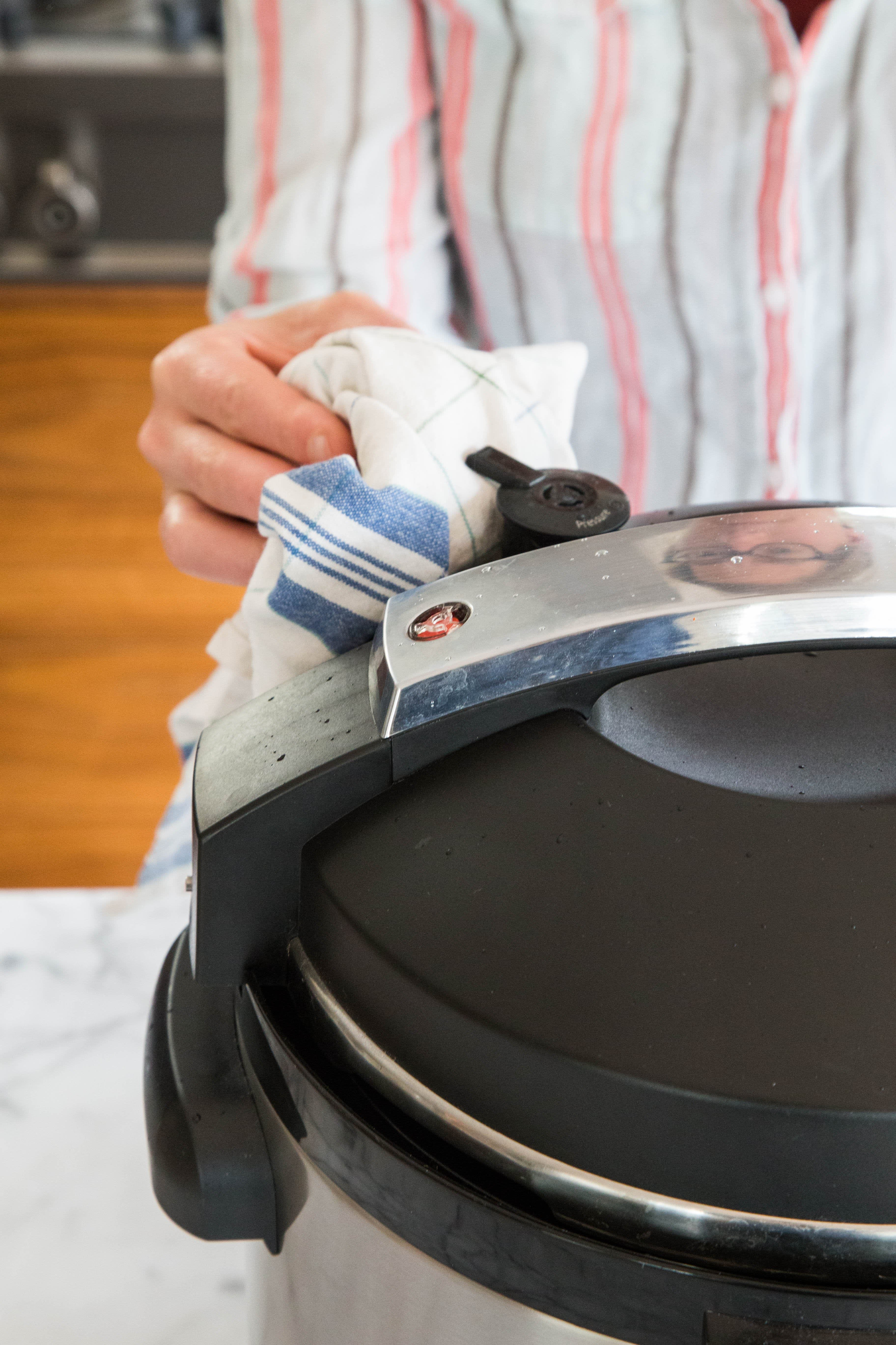 How To Cook Eggs in an Electric Pressure Cooker: gallery image 6