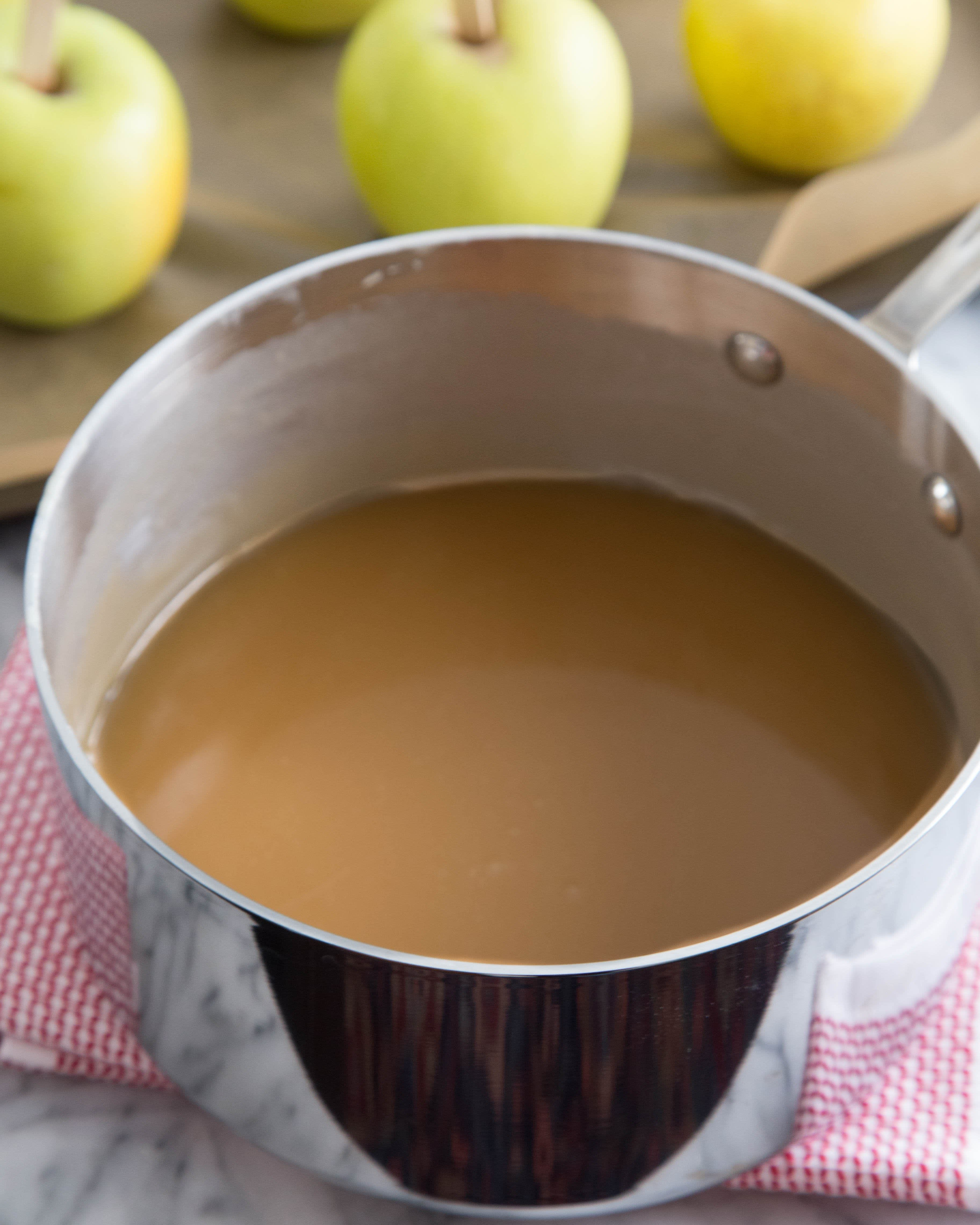 How To Make Caramel Apples: gallery image 5