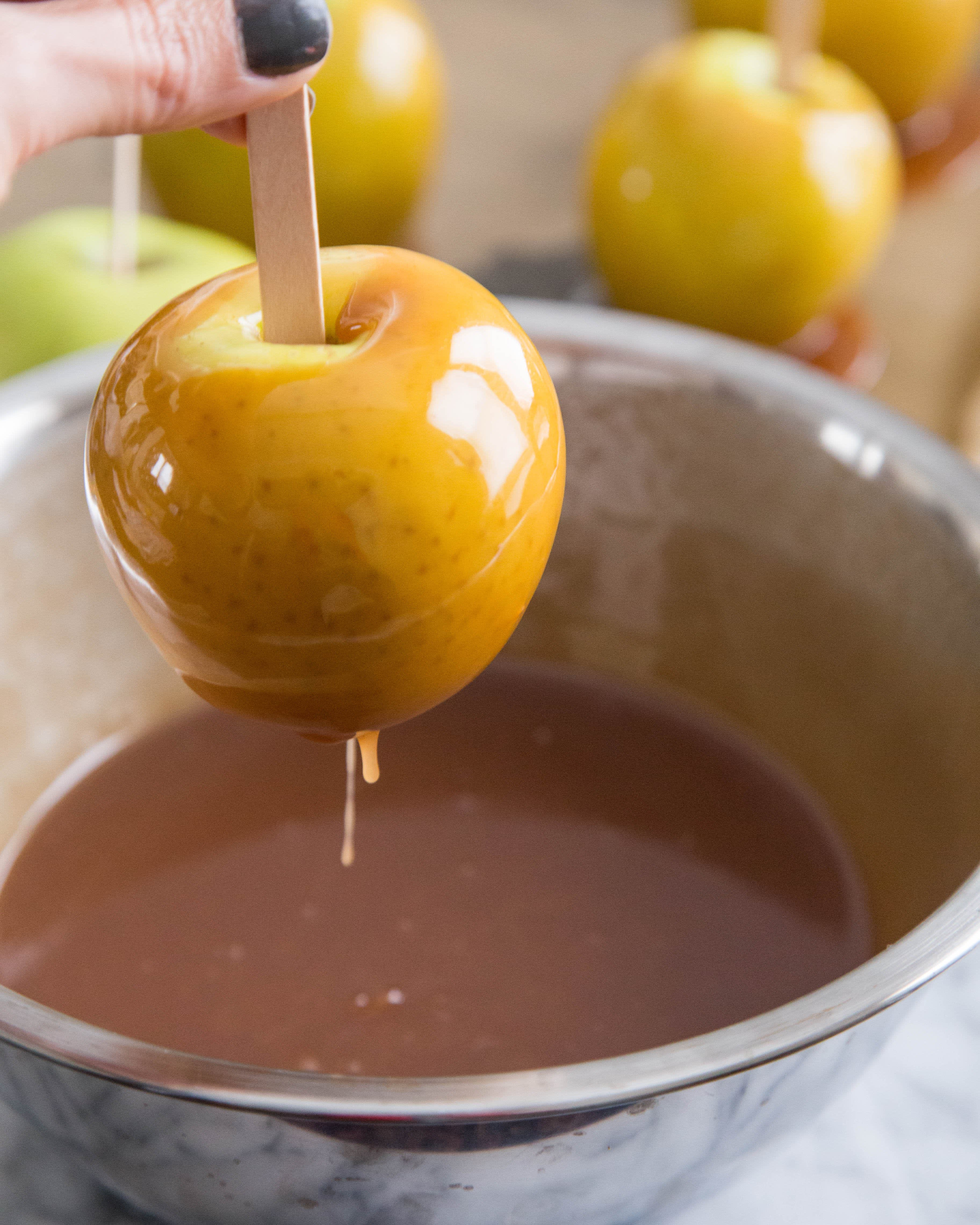How To Make Caramel Apples: gallery image 8