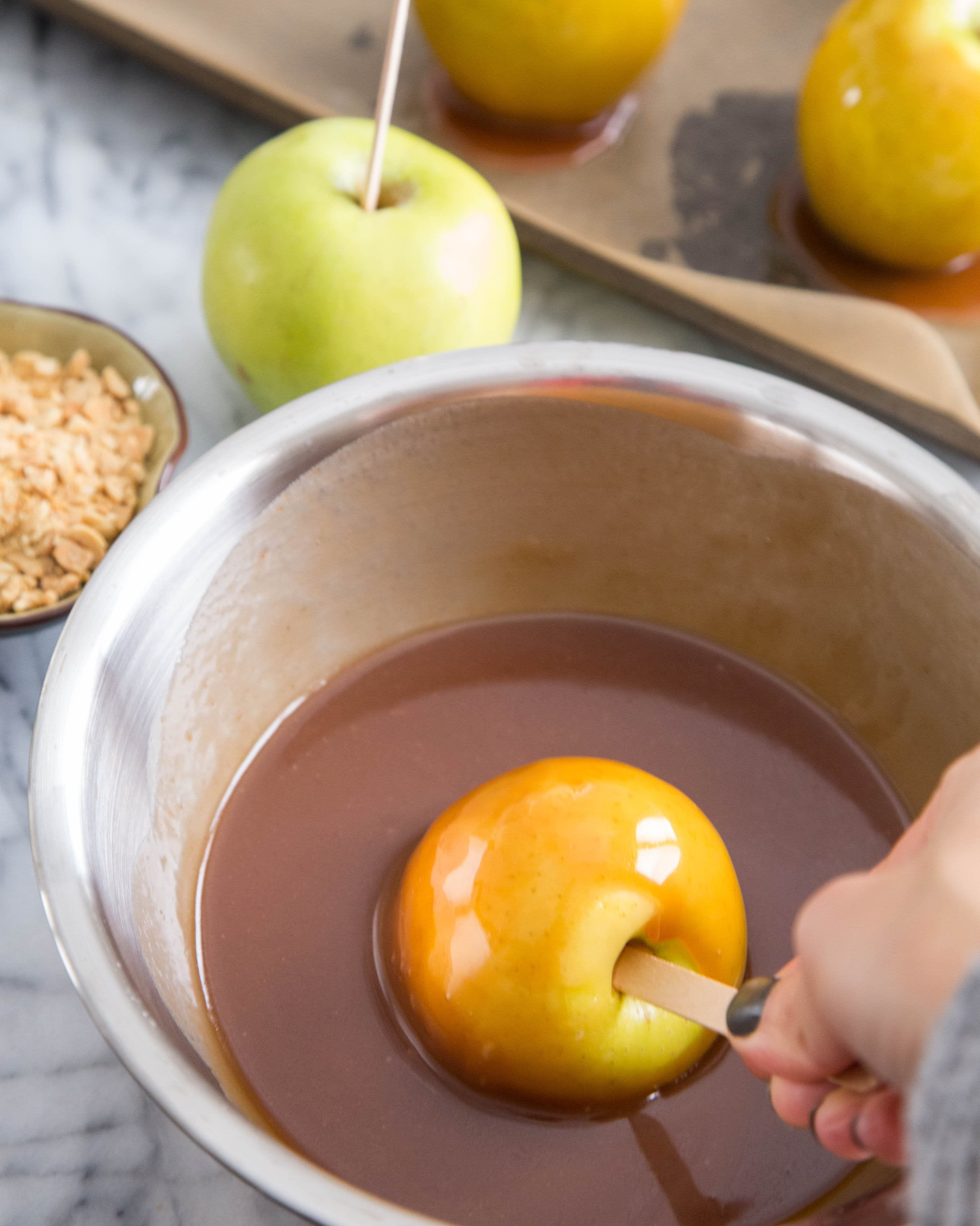 How To Make Caramel Apples: gallery image 7