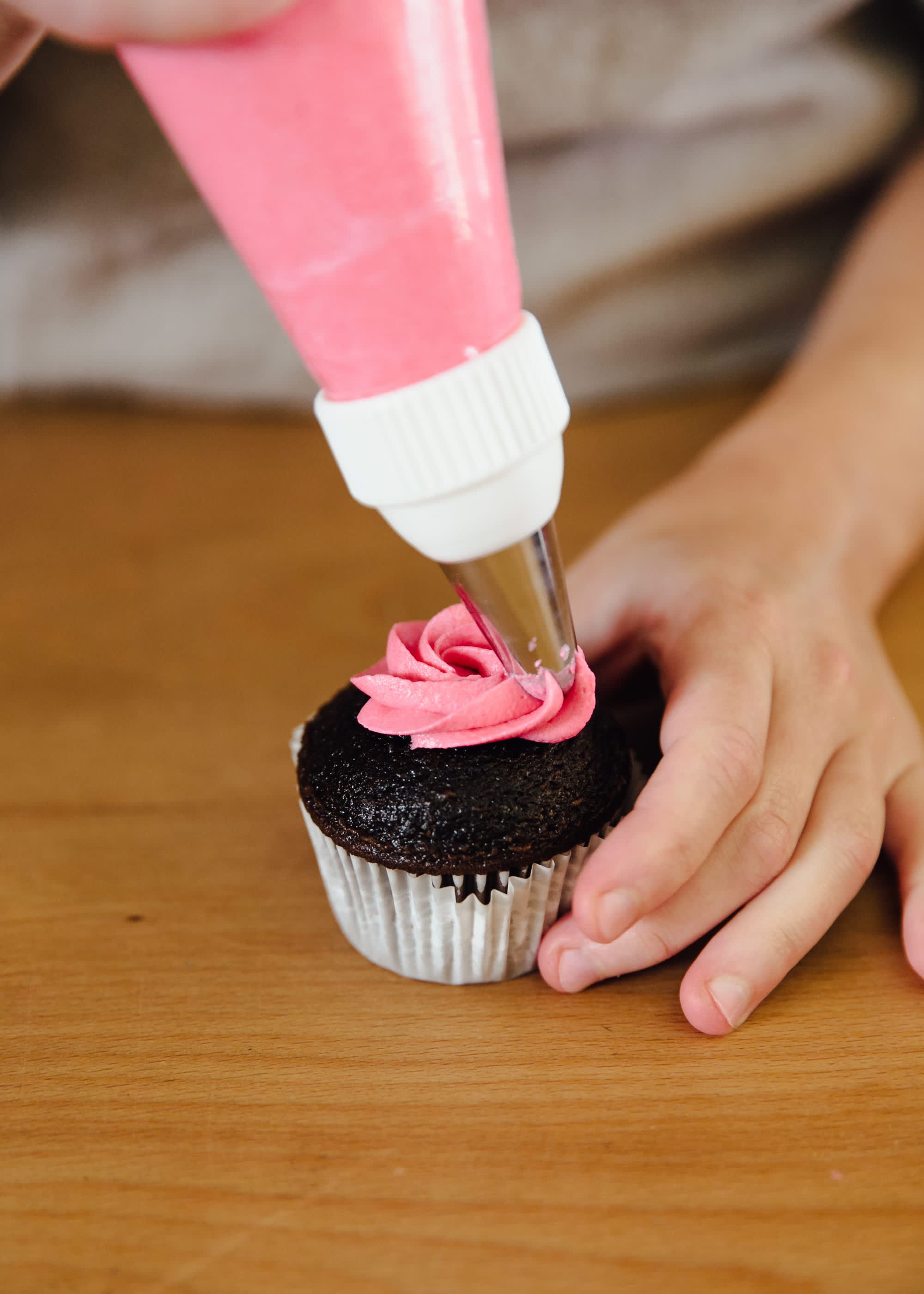 How To Frost a Cupcake