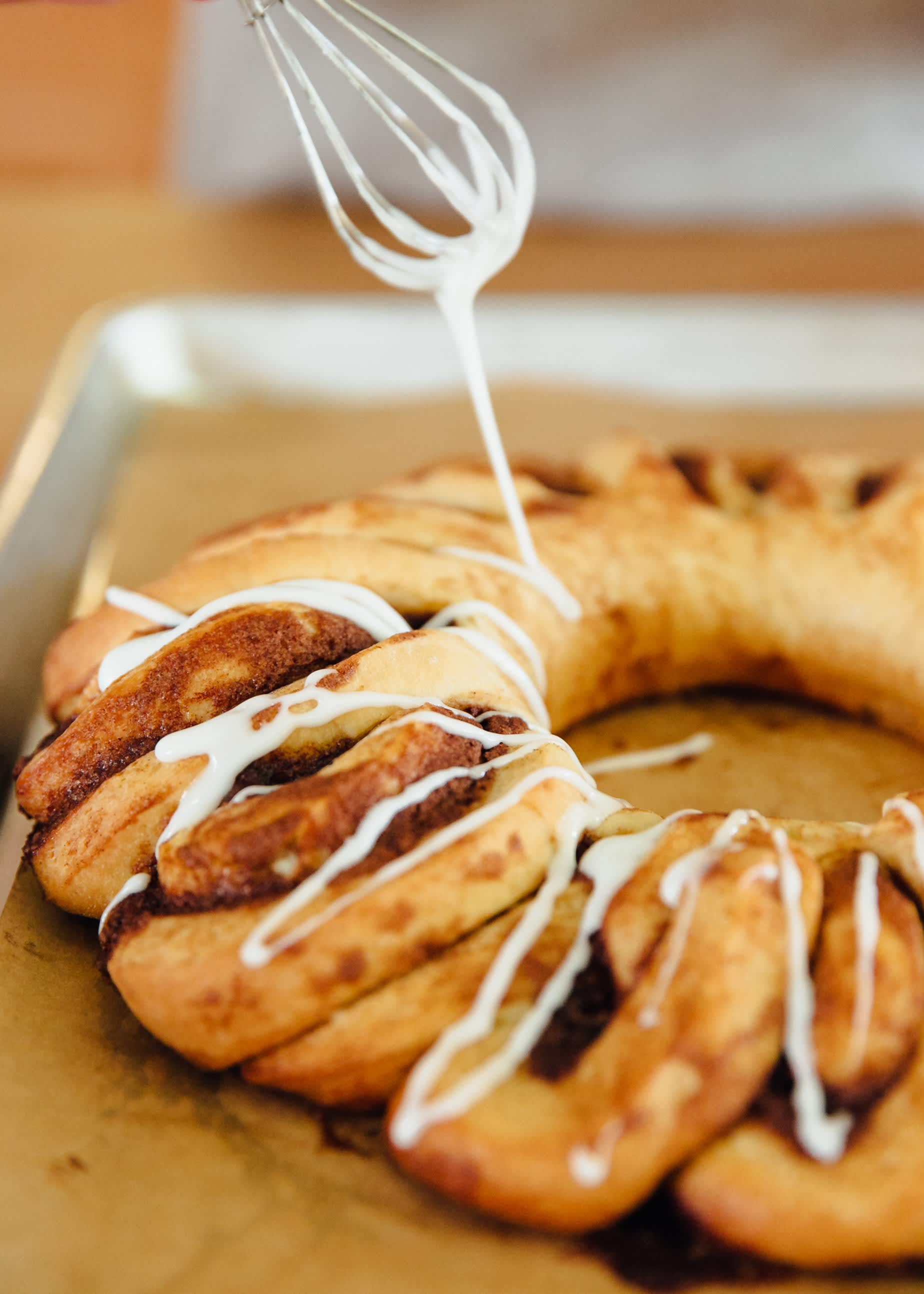How To Make a Cinnamon Roll Wreath: gallery image 12