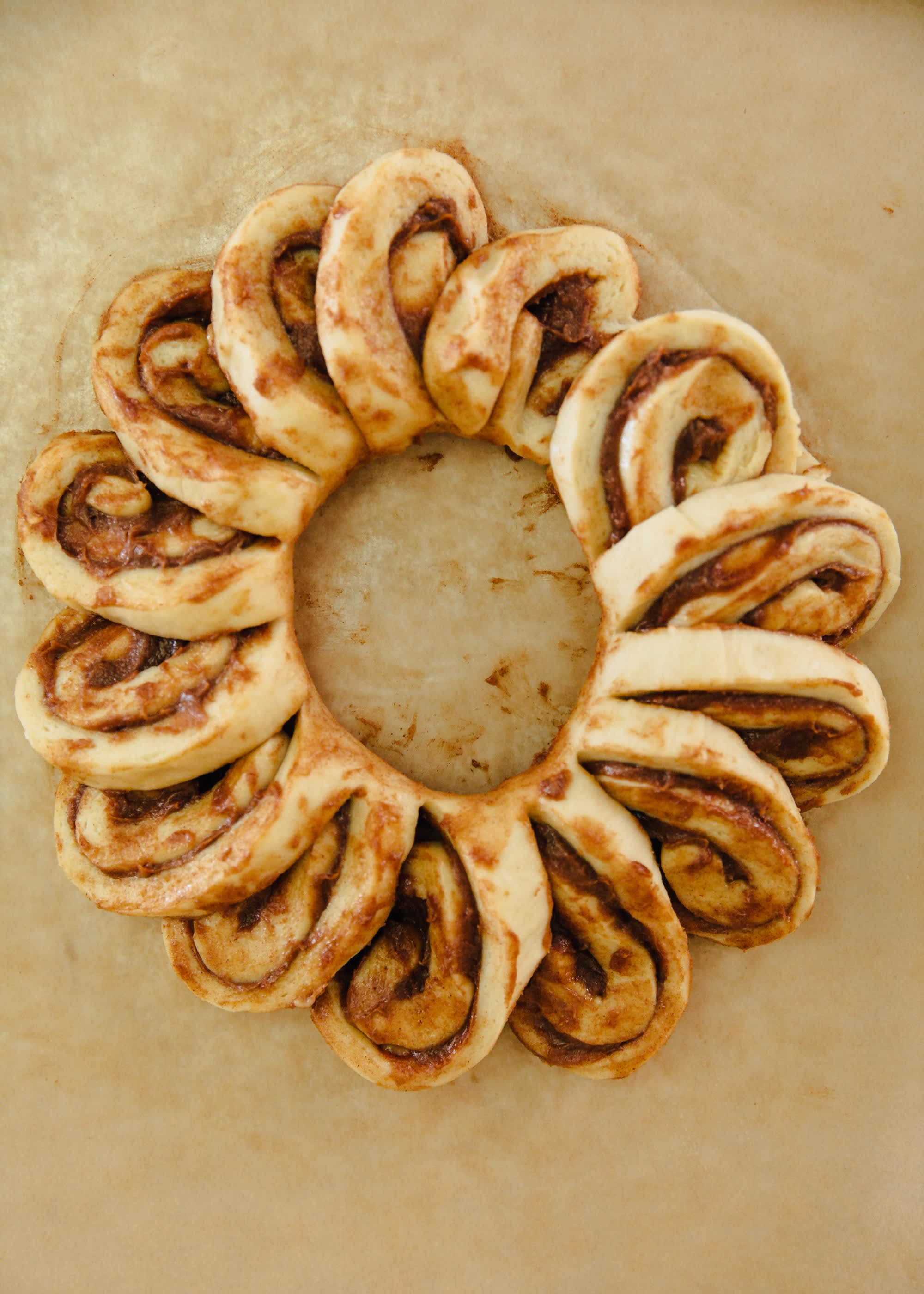 How To Make a Cinnamon Roll Wreath: gallery image 8