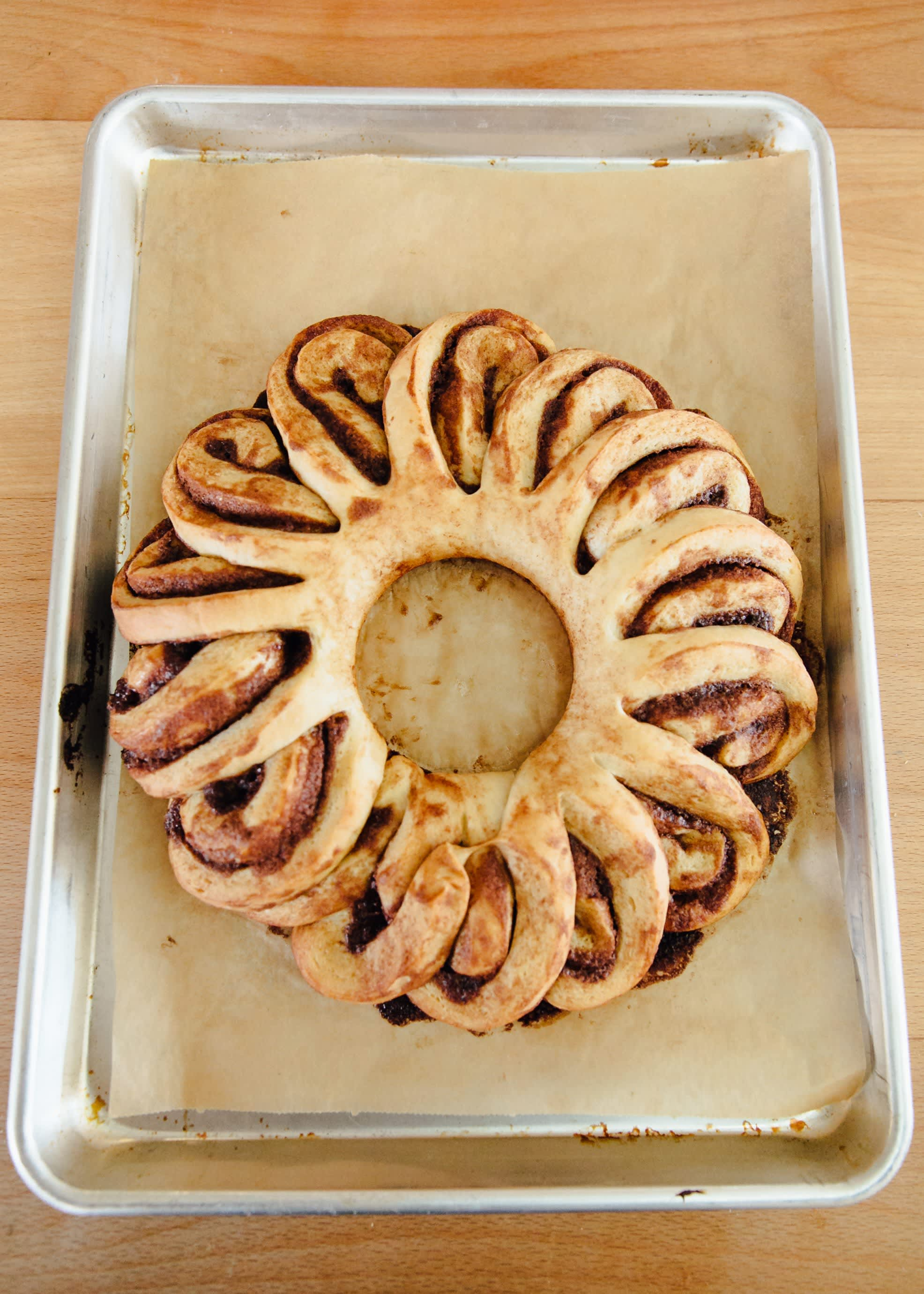 How To Make a Cinnamon Roll Wreath: gallery image 11