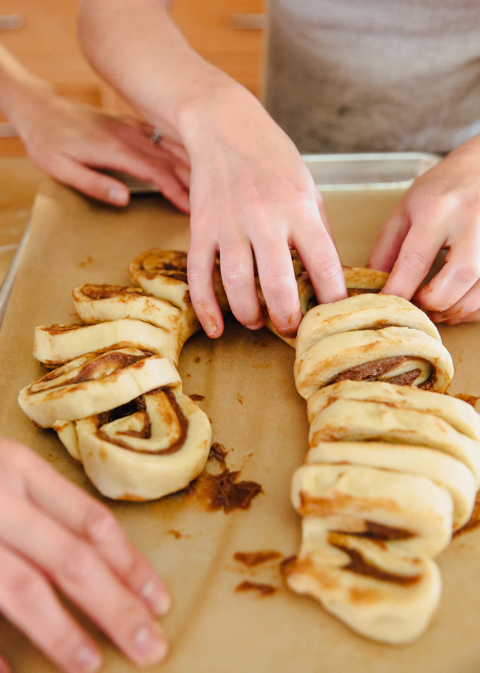 How To Make a Cinnamon Roll Wreath: gallery image 7
