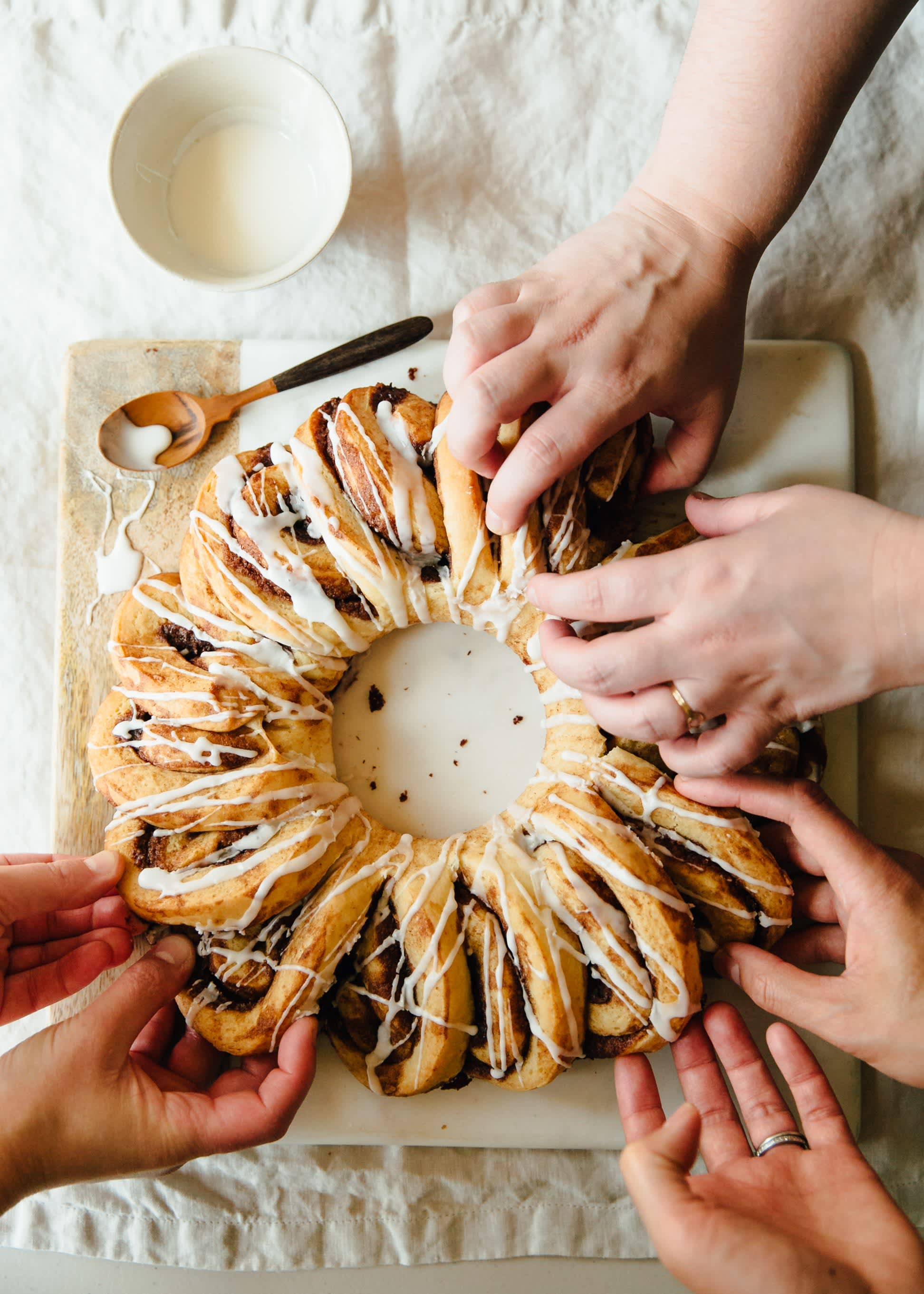 How To Make a Cinnamon Roll Wreath: gallery image 13