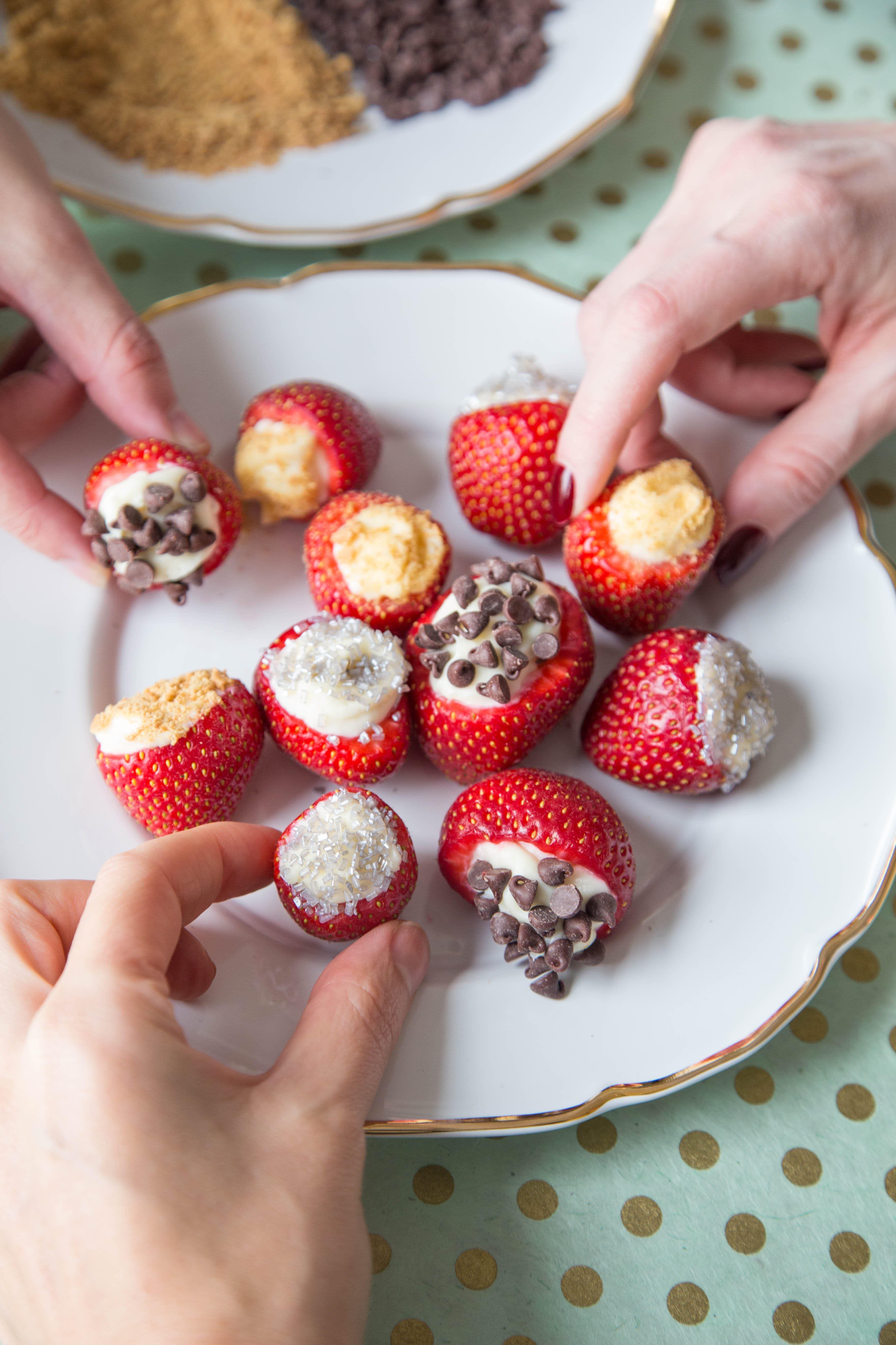 No-Bake Cheesecake Stuffed Strawberries