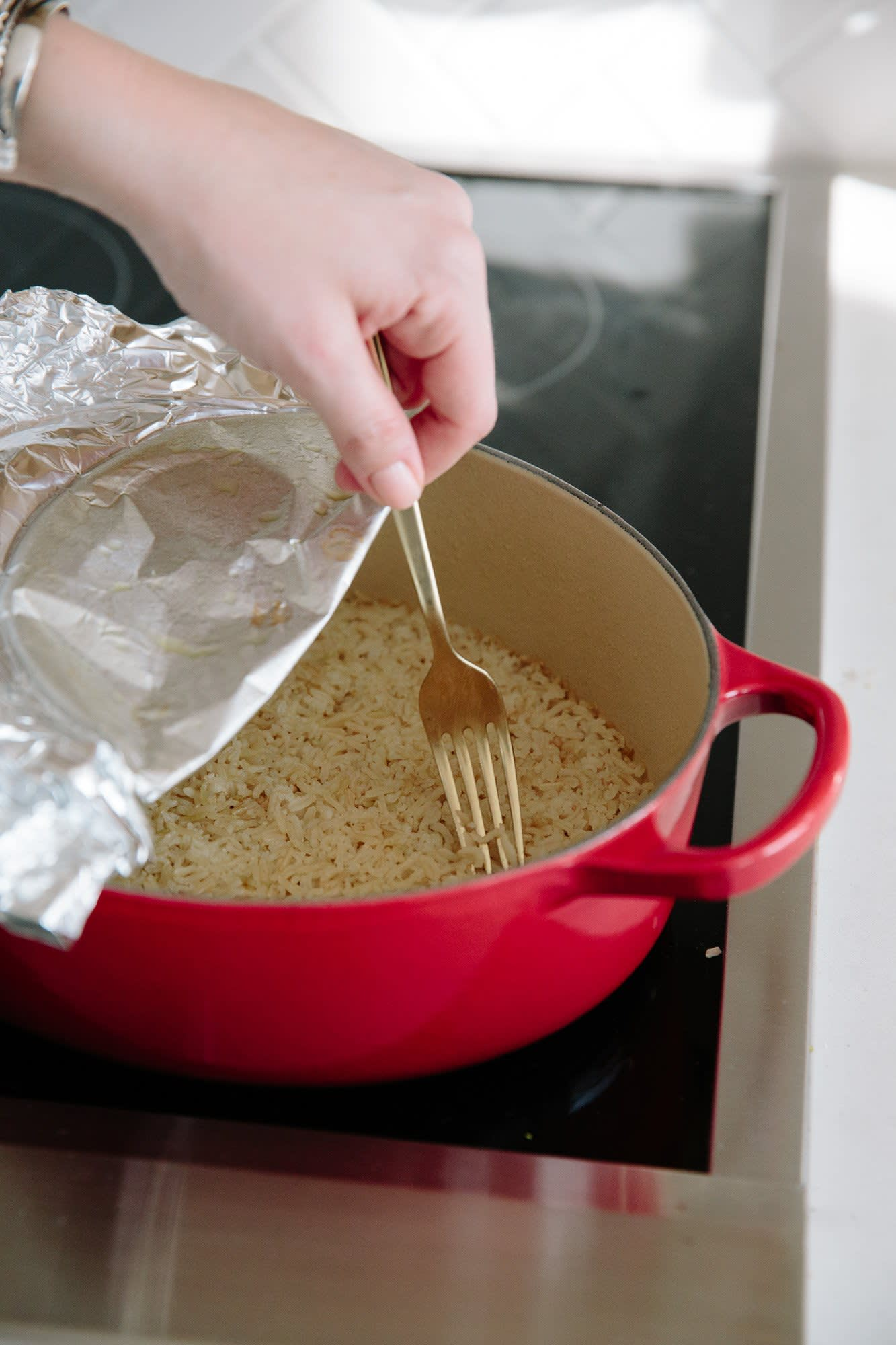 How To Make Easy Brown Rice in the Oven: gallery image 9