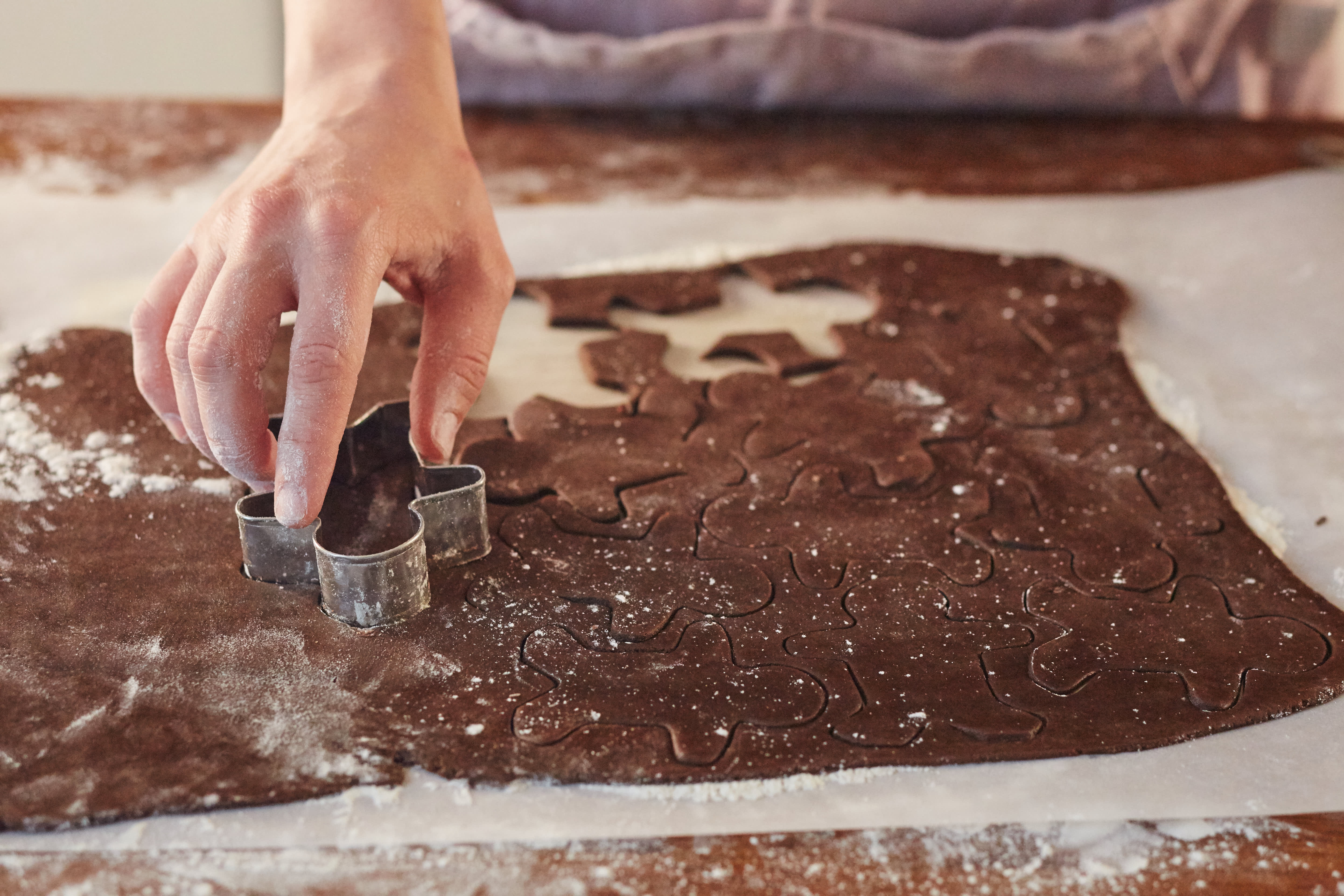 How To Make Gingerbread Cookies: gallery image 7